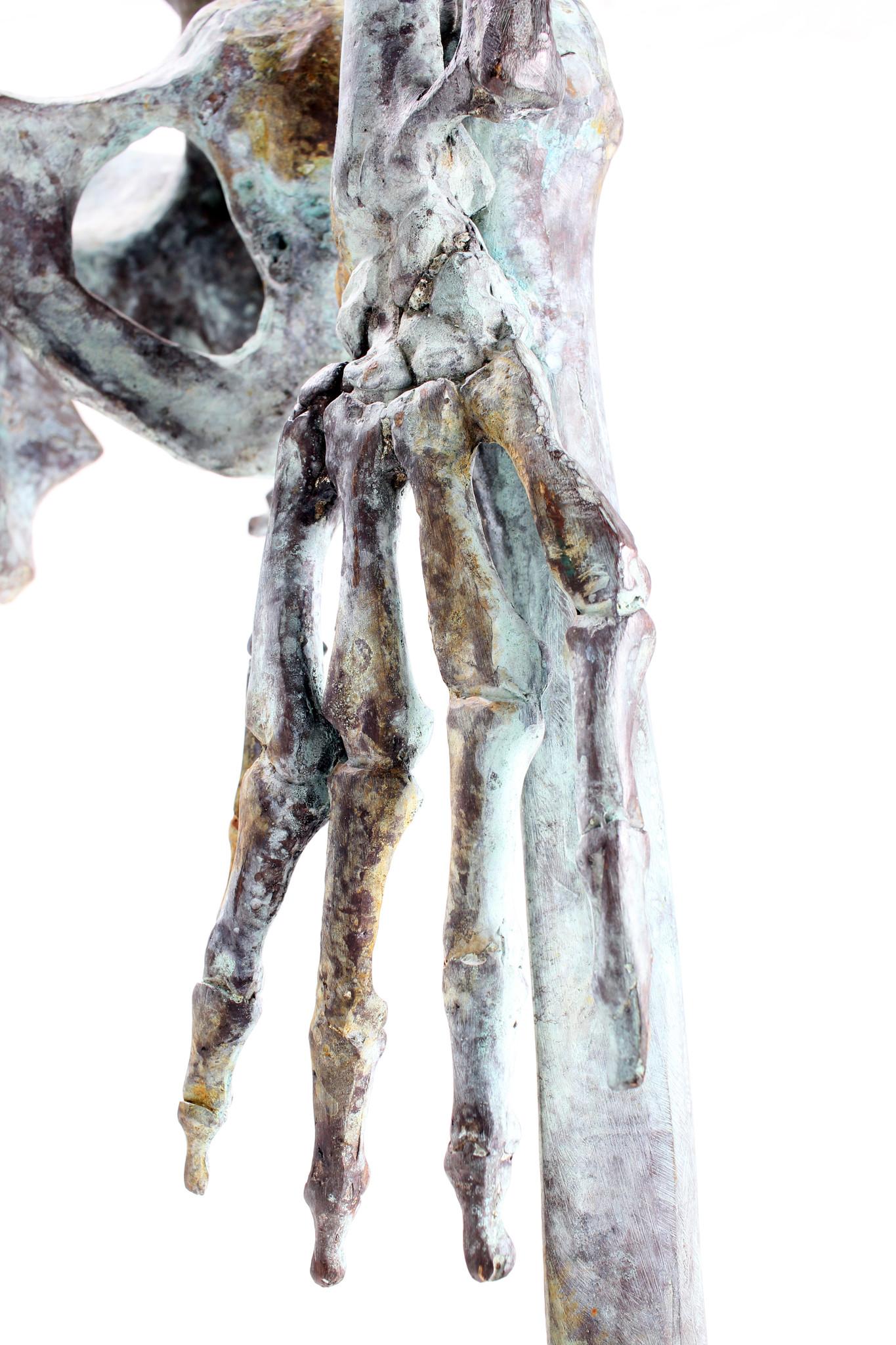 skelet menselijk lichaam in massief brons