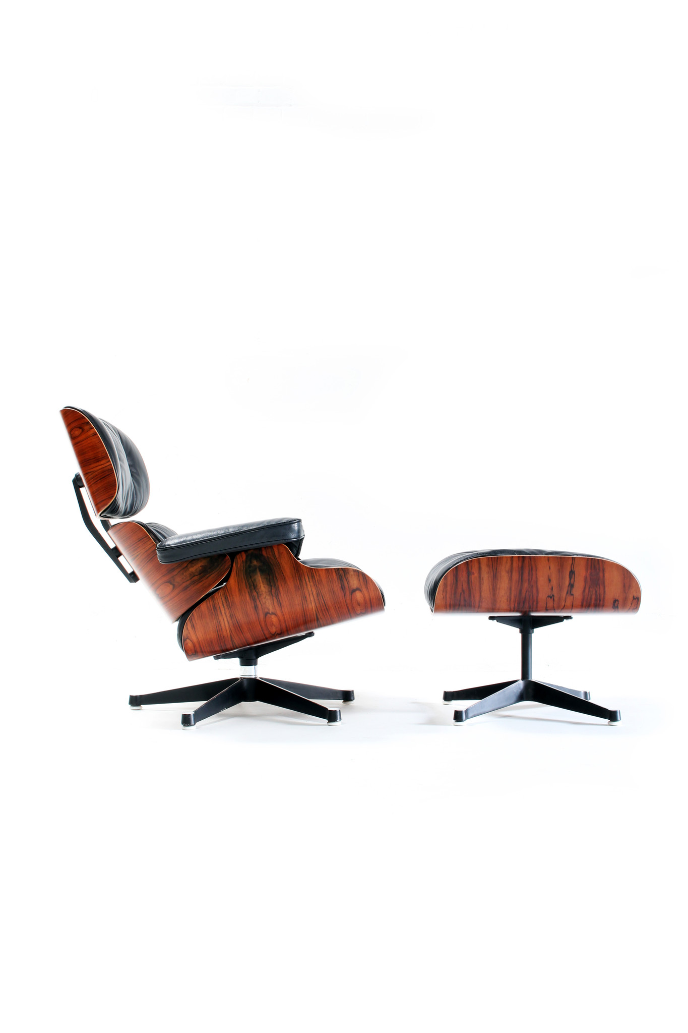 Eames Replica Lounge Stoel.Eames Lounge Chair With Ottoman By Charles Ray Eames Wauwshop