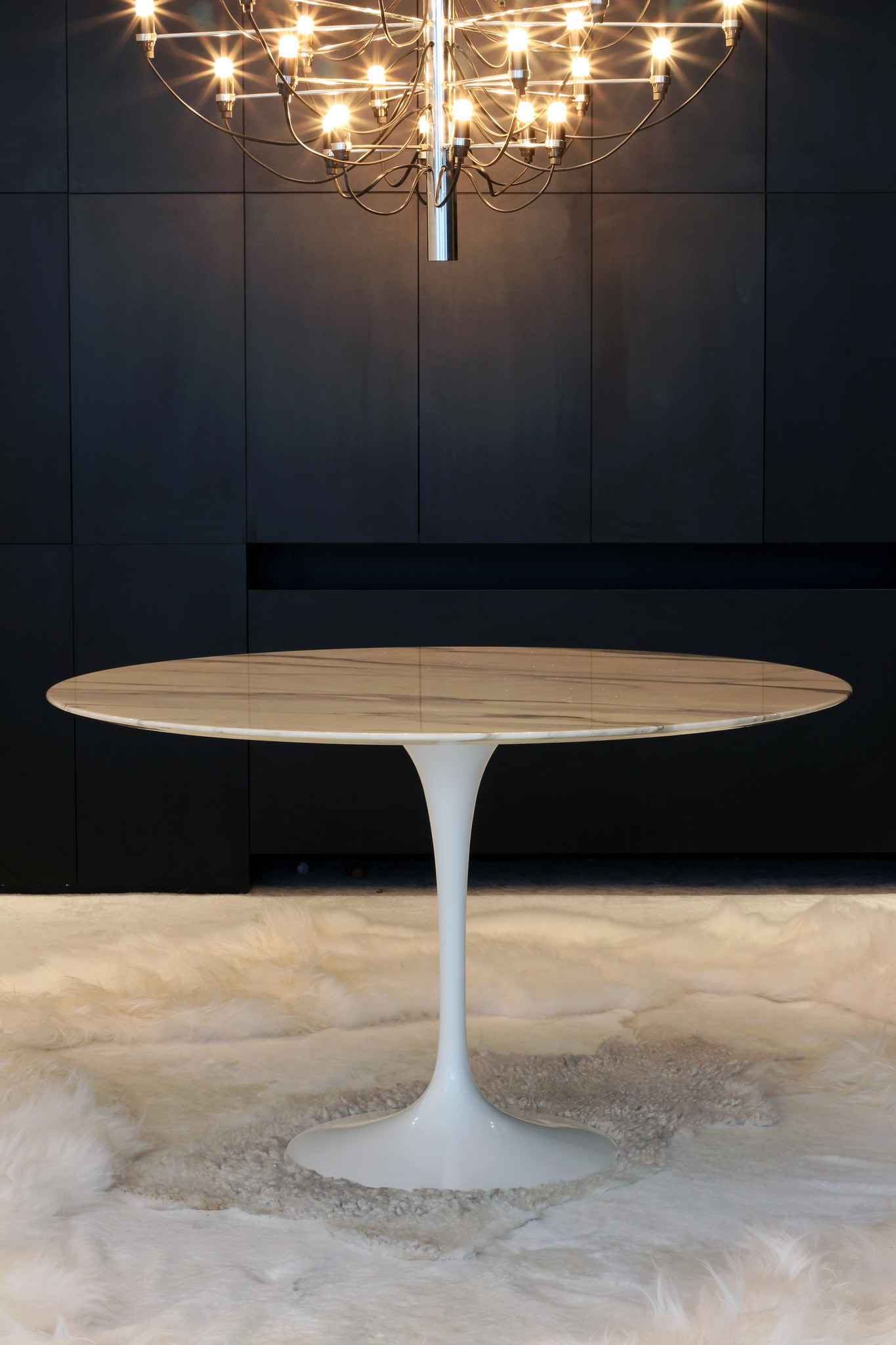 Knoll dining table by Eero Saarinen for Knoll International