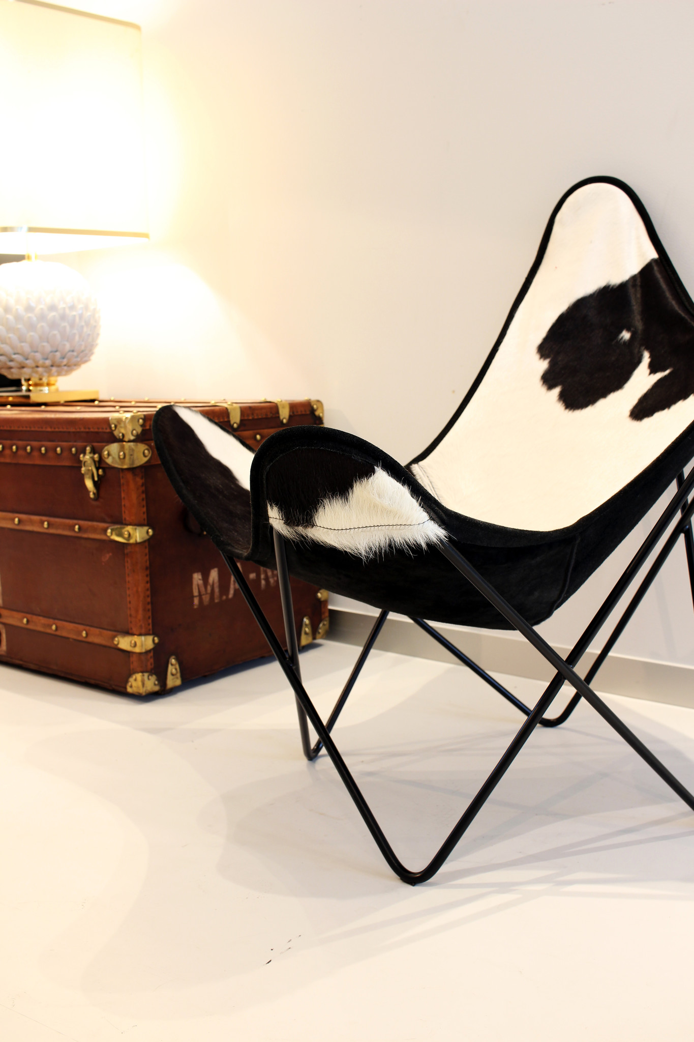 "Design butterfly chair with cowhide cover ""plux"""