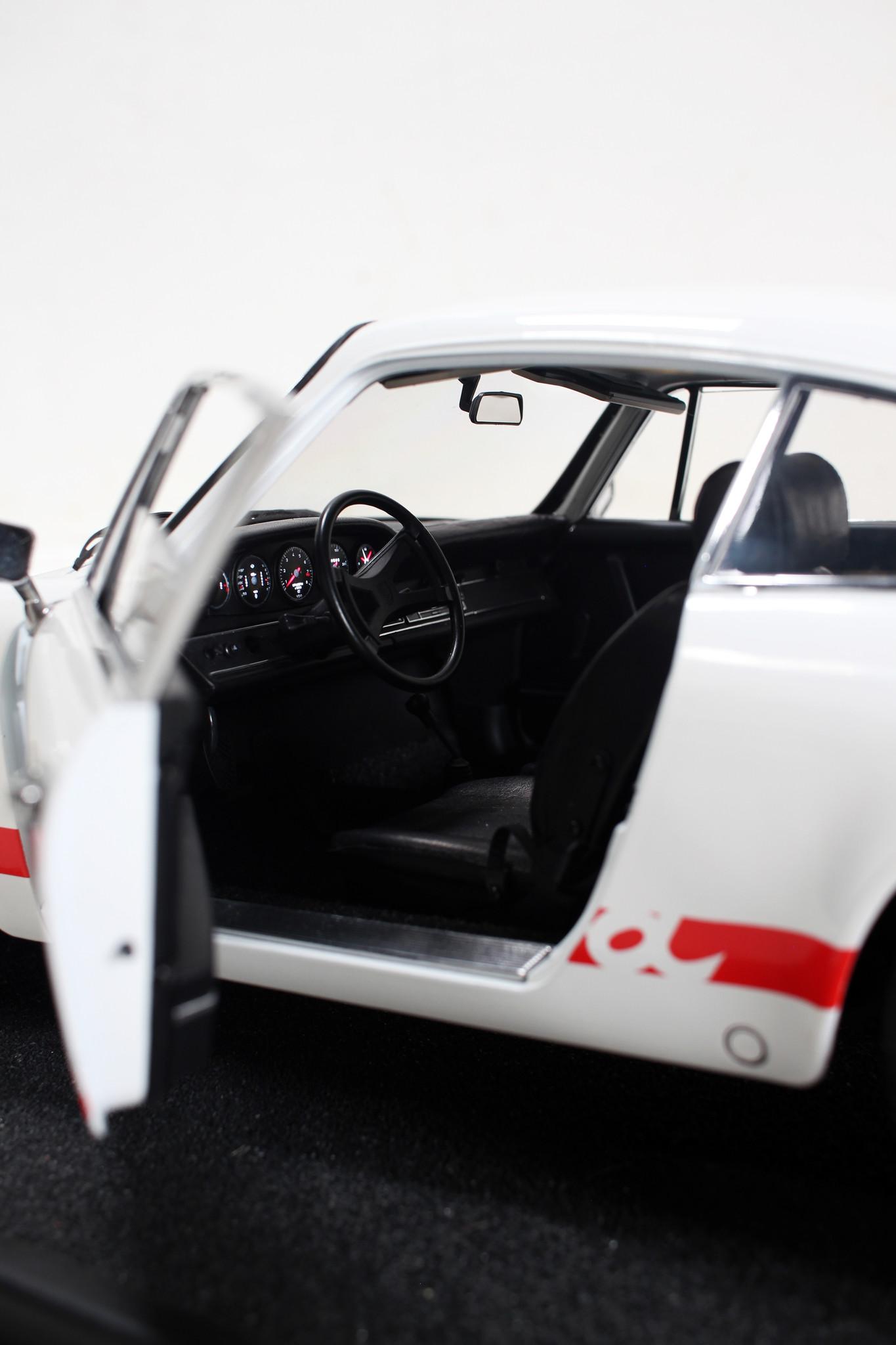 Porsche RS 2.7 scale model 1: 8