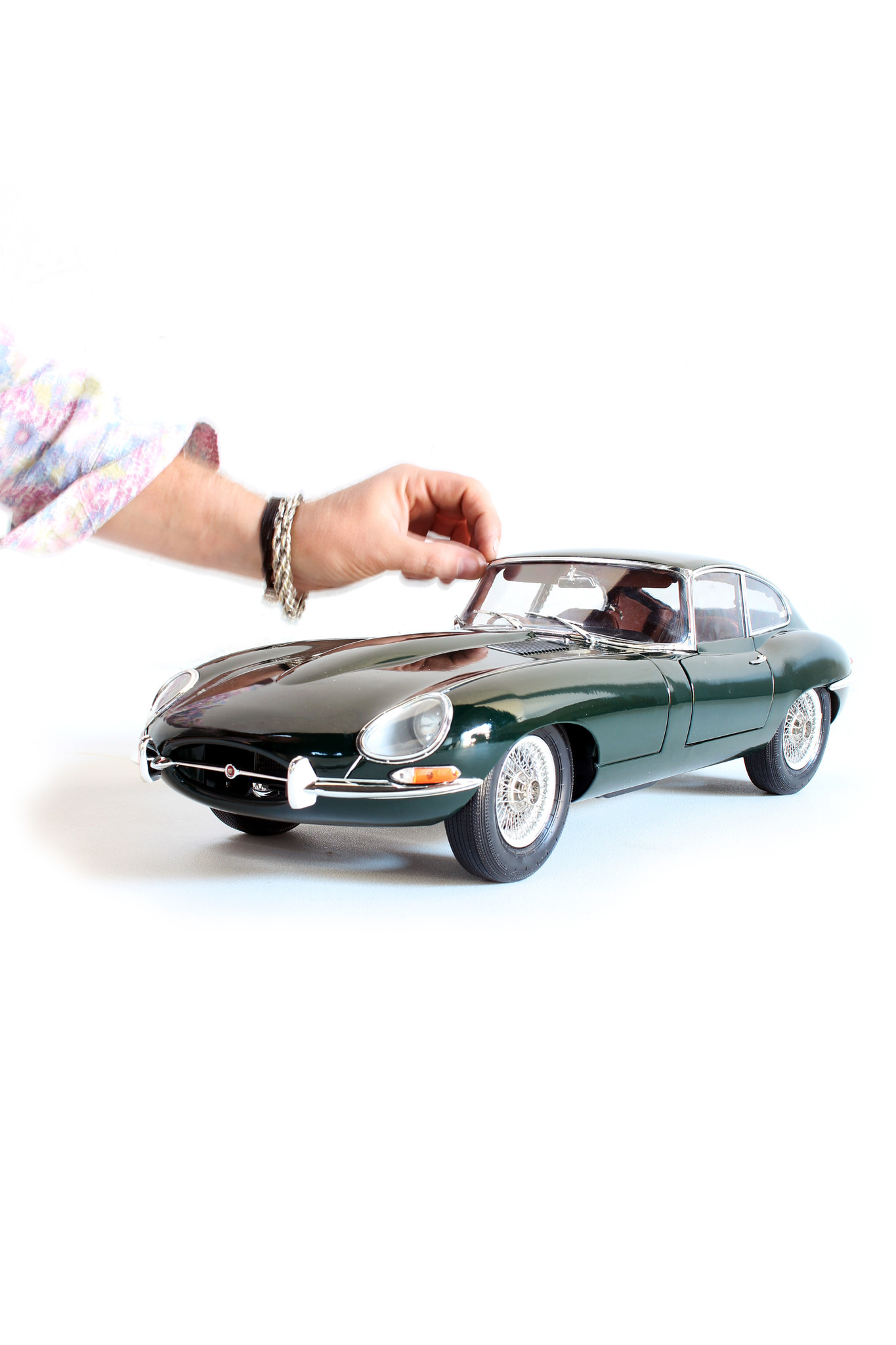Jaguar E-type scale model