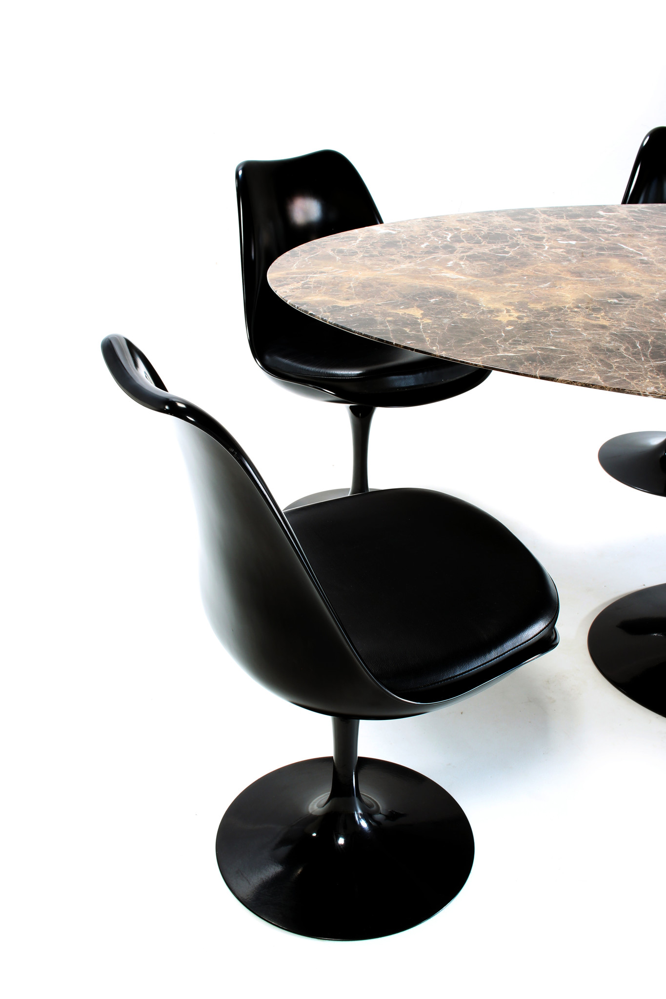 Eero Saarinen Knoll oval table with matching tulip chairs.