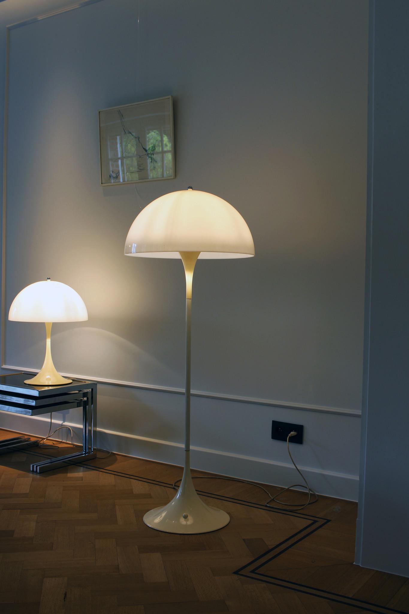 """VERNER PANTON tafellamp """"PANTHELLA"""" voor LOUIS POULSEN, 1971"""