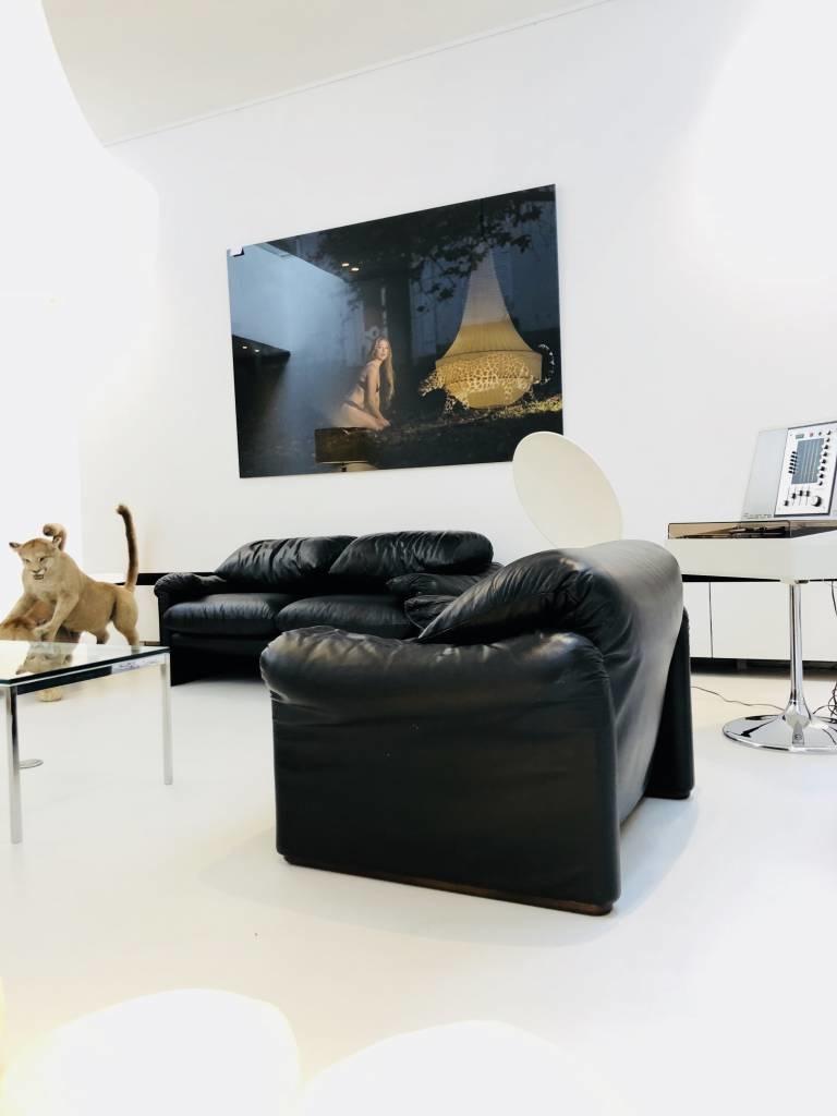 Vintage Cassina Maralunga salon in zwart leder.
