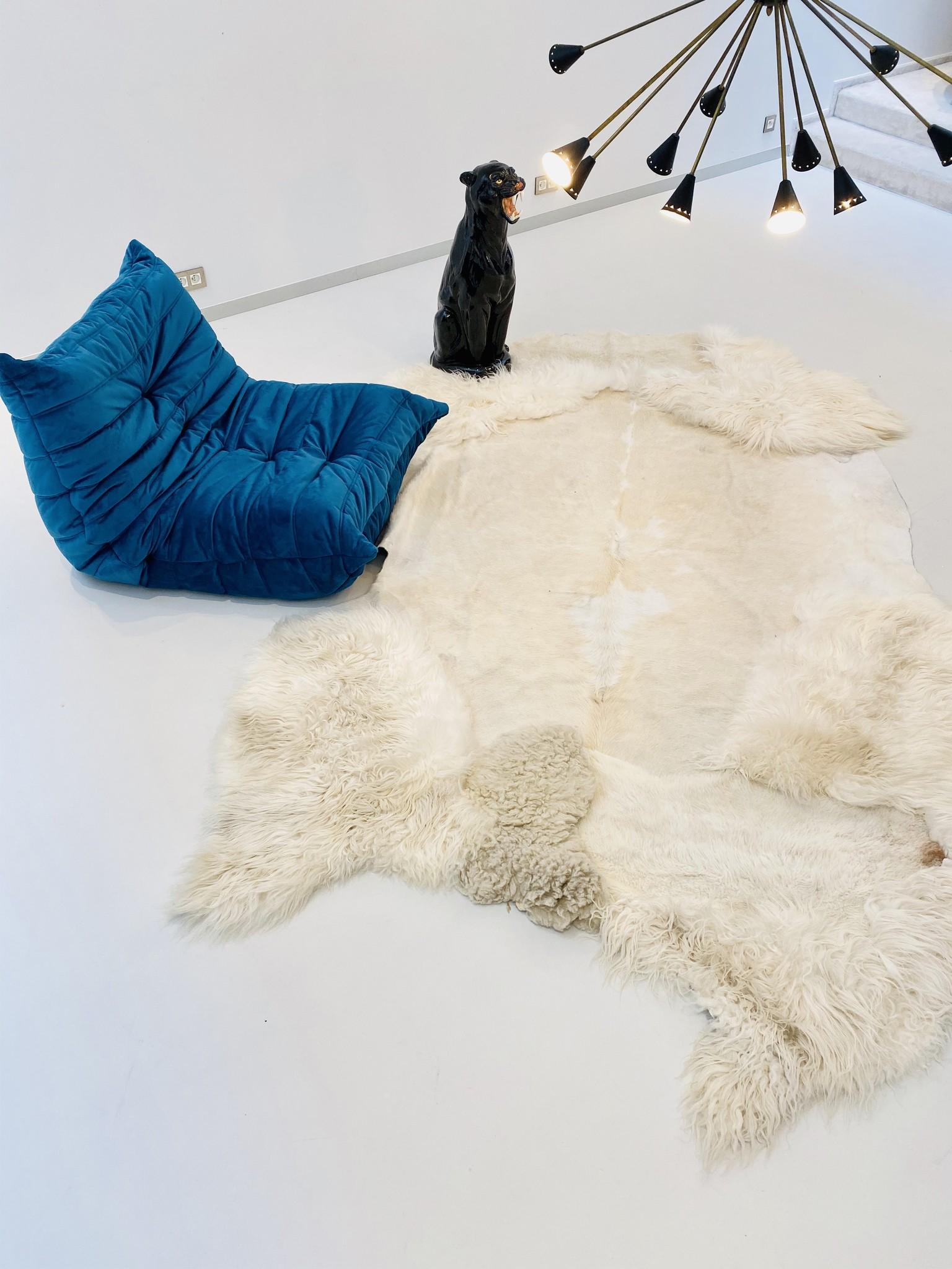 "Carine Boxy carpet ""Snow"""