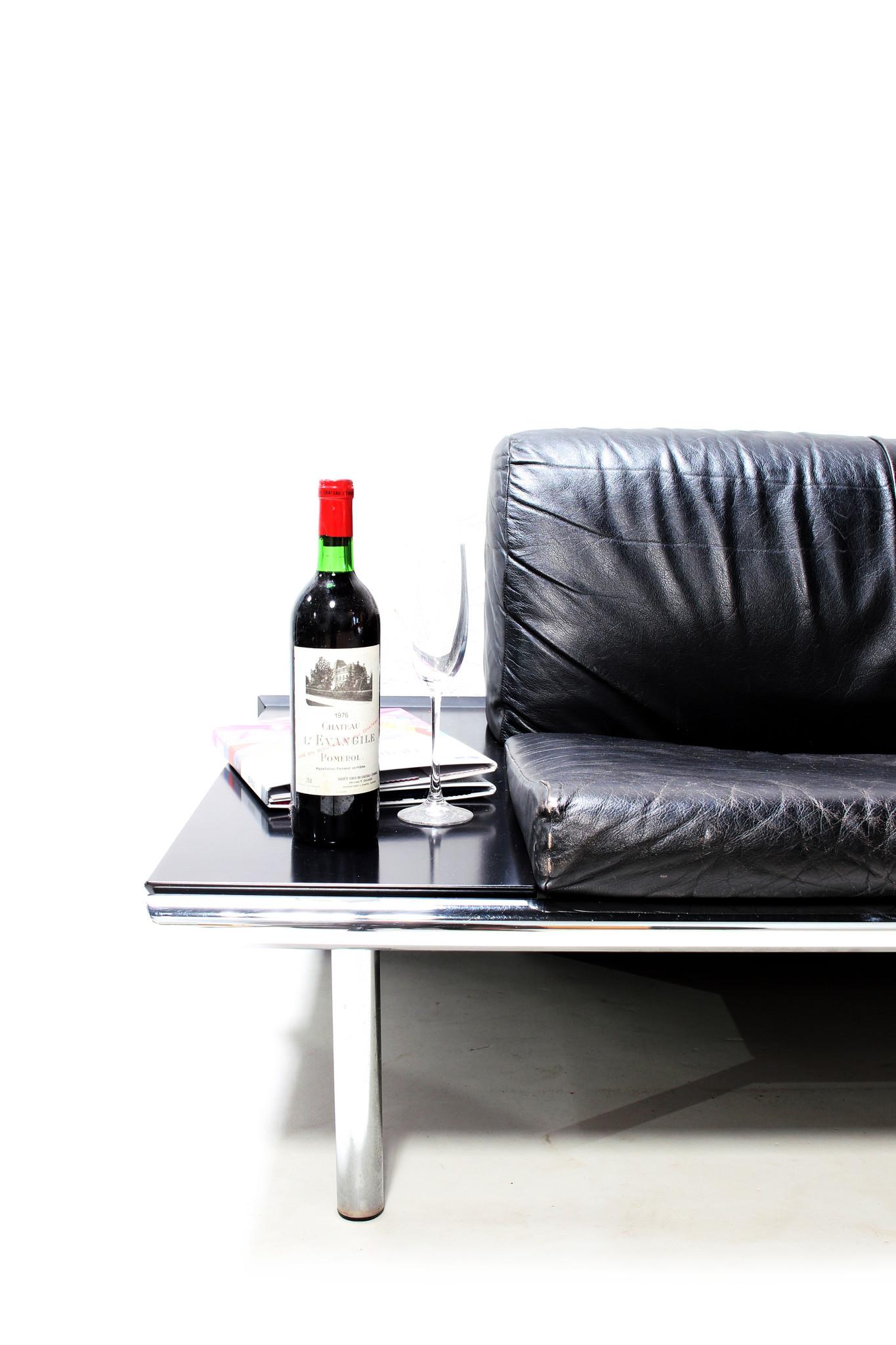 Sleek vintage design Sofa