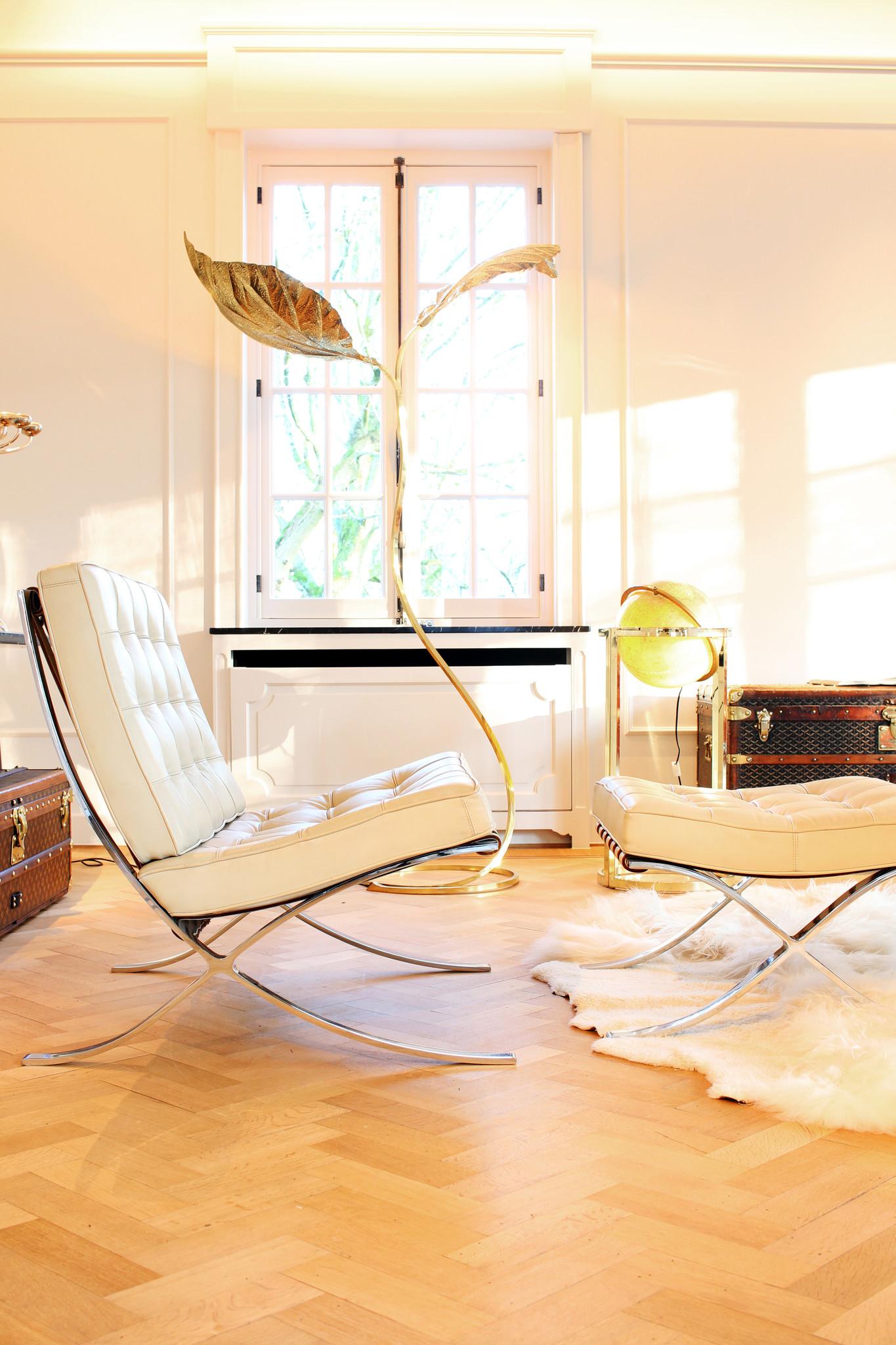 Barcelona Chairs met poef ontworpen door Mies Van der Rohe voor Knoll, 1929