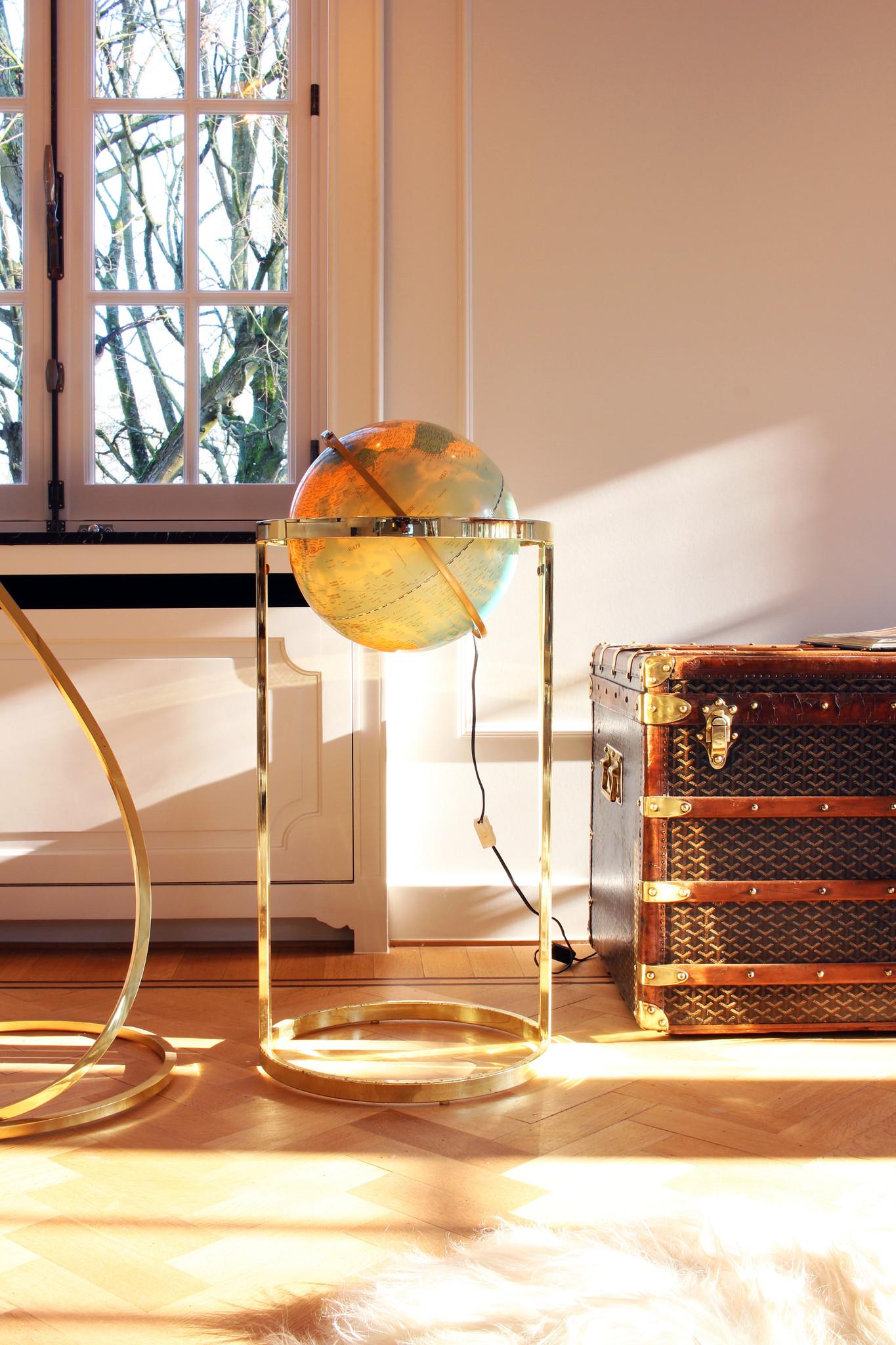Globe floor model