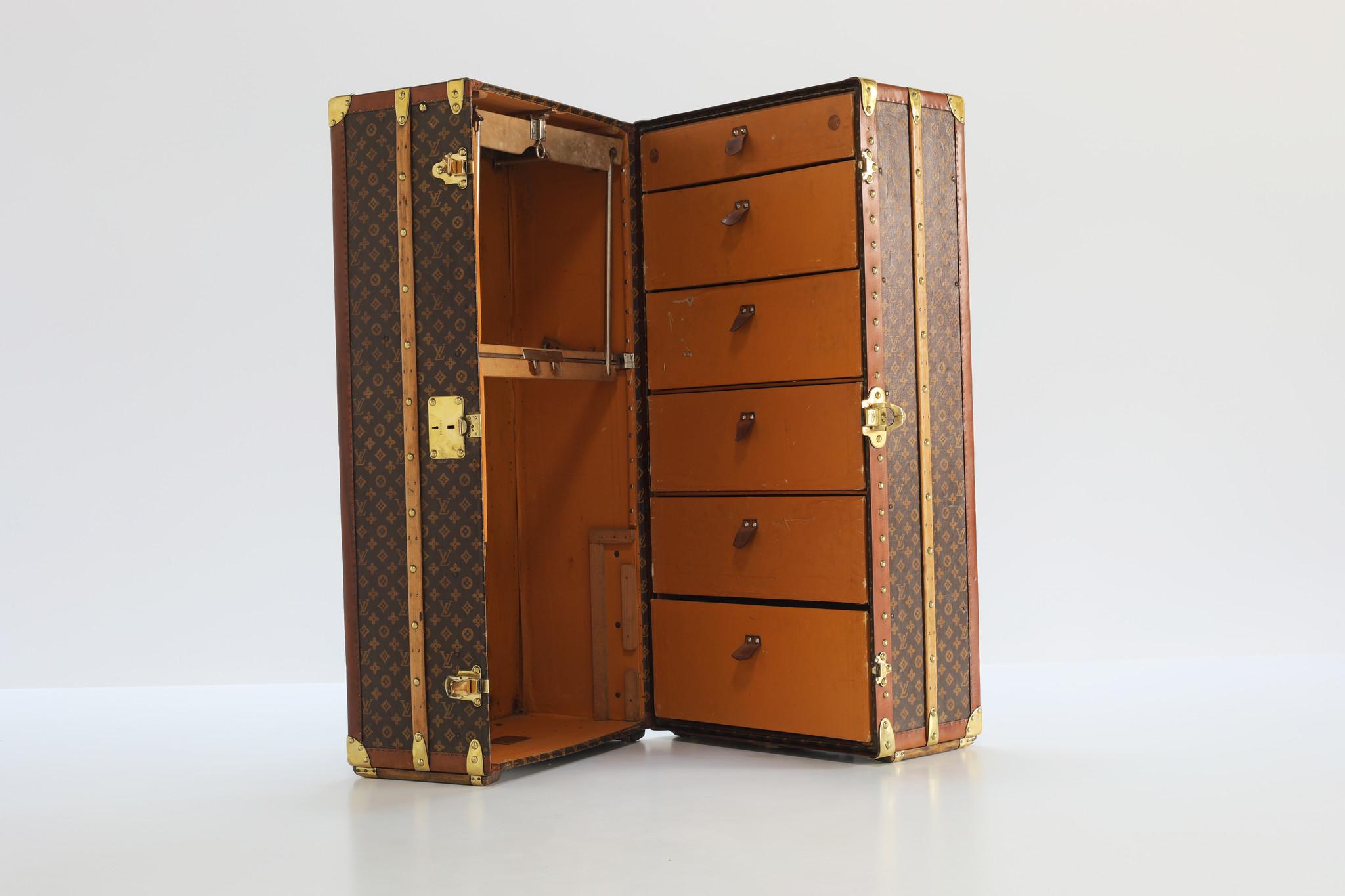 Louis Vuitton wardrobe, 1930s
