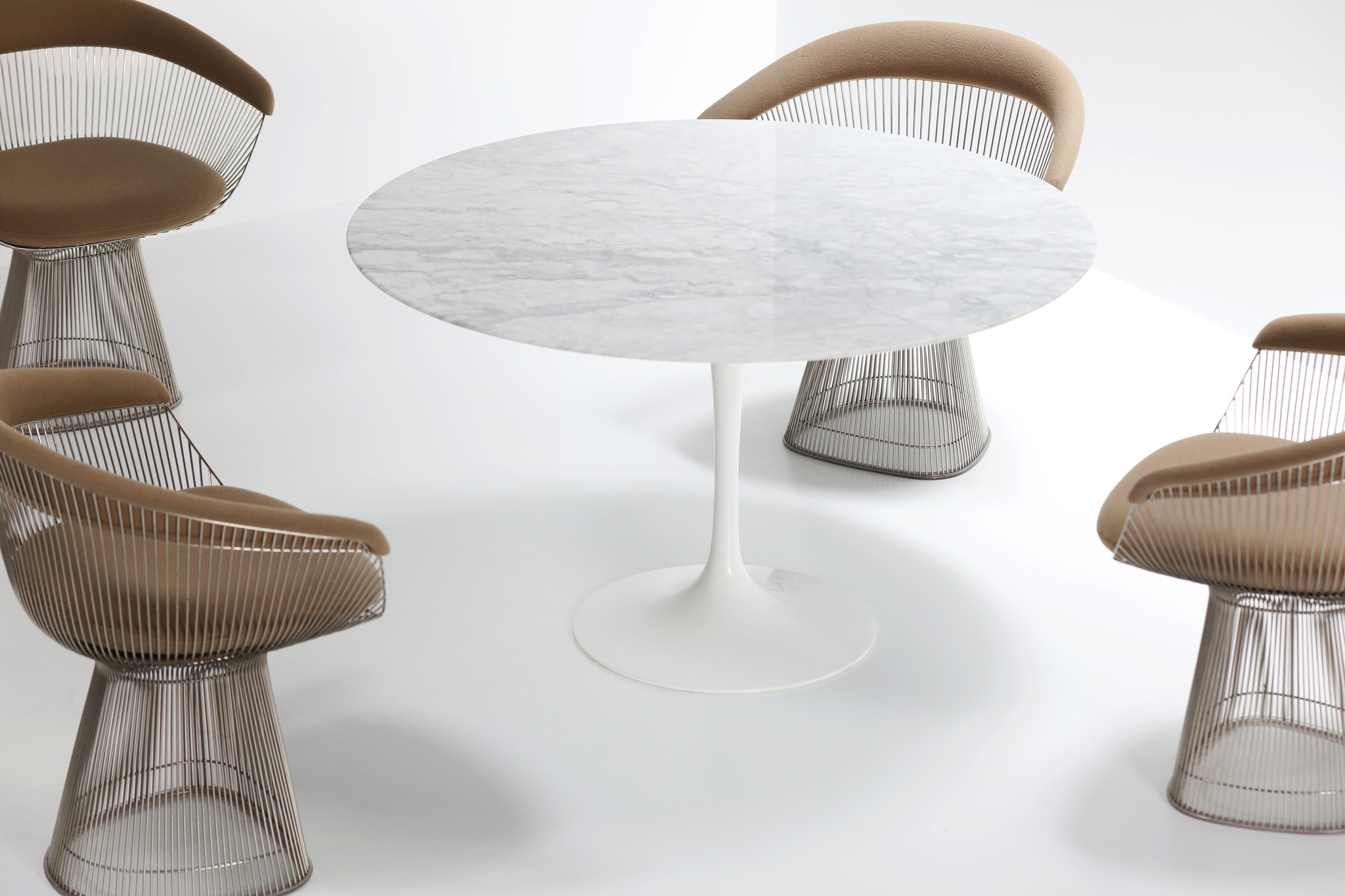 Marble Knoll tulip table designed by Eero Saarinen
