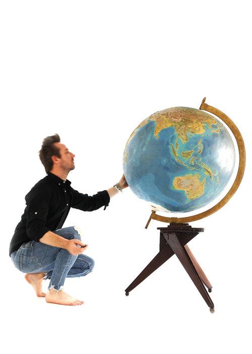 XXL globe