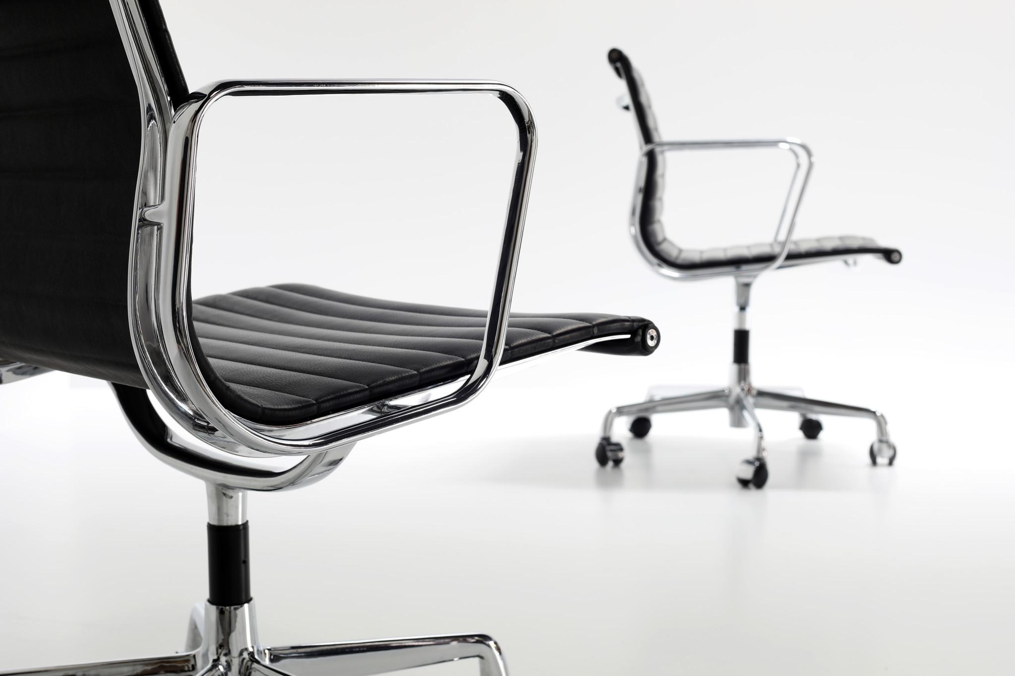 Charles Eames bureaustoel in zwart leder