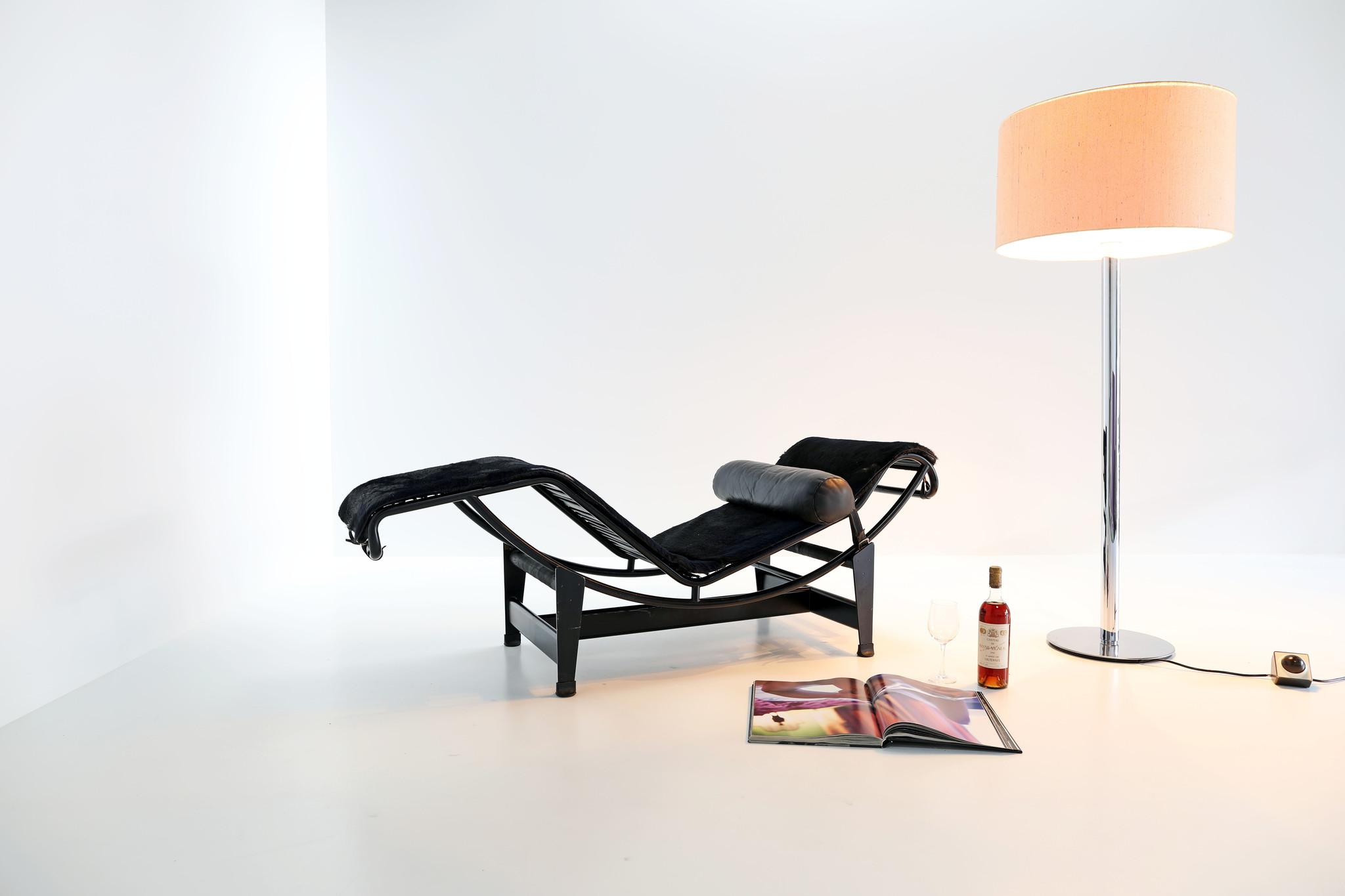 Vintage Le Corbusier chaise longue Lc4