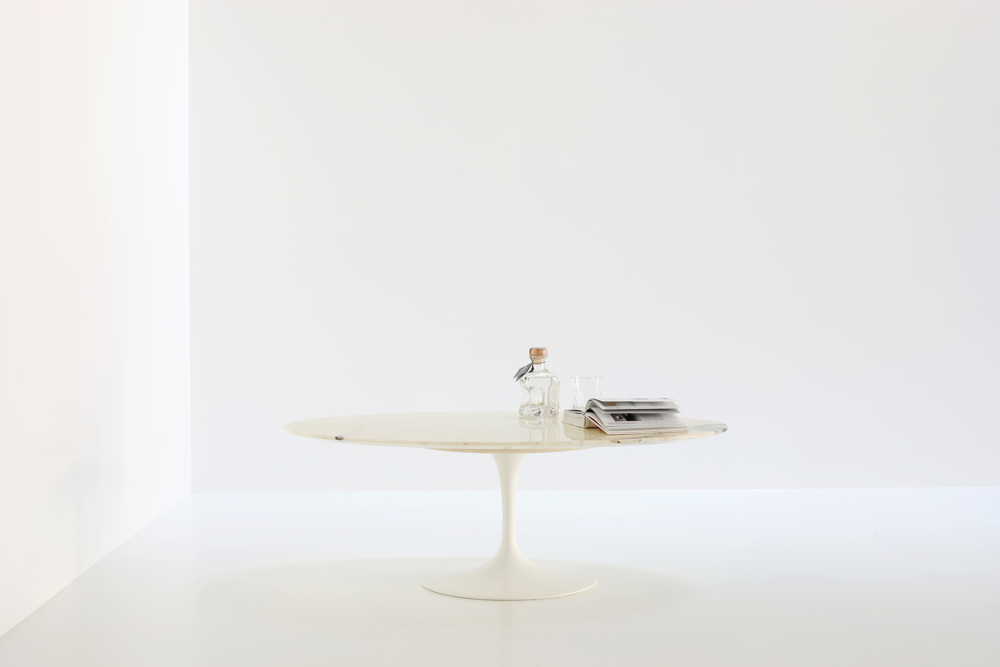 Knoll tulip oval coffee table in Calacatta marble
