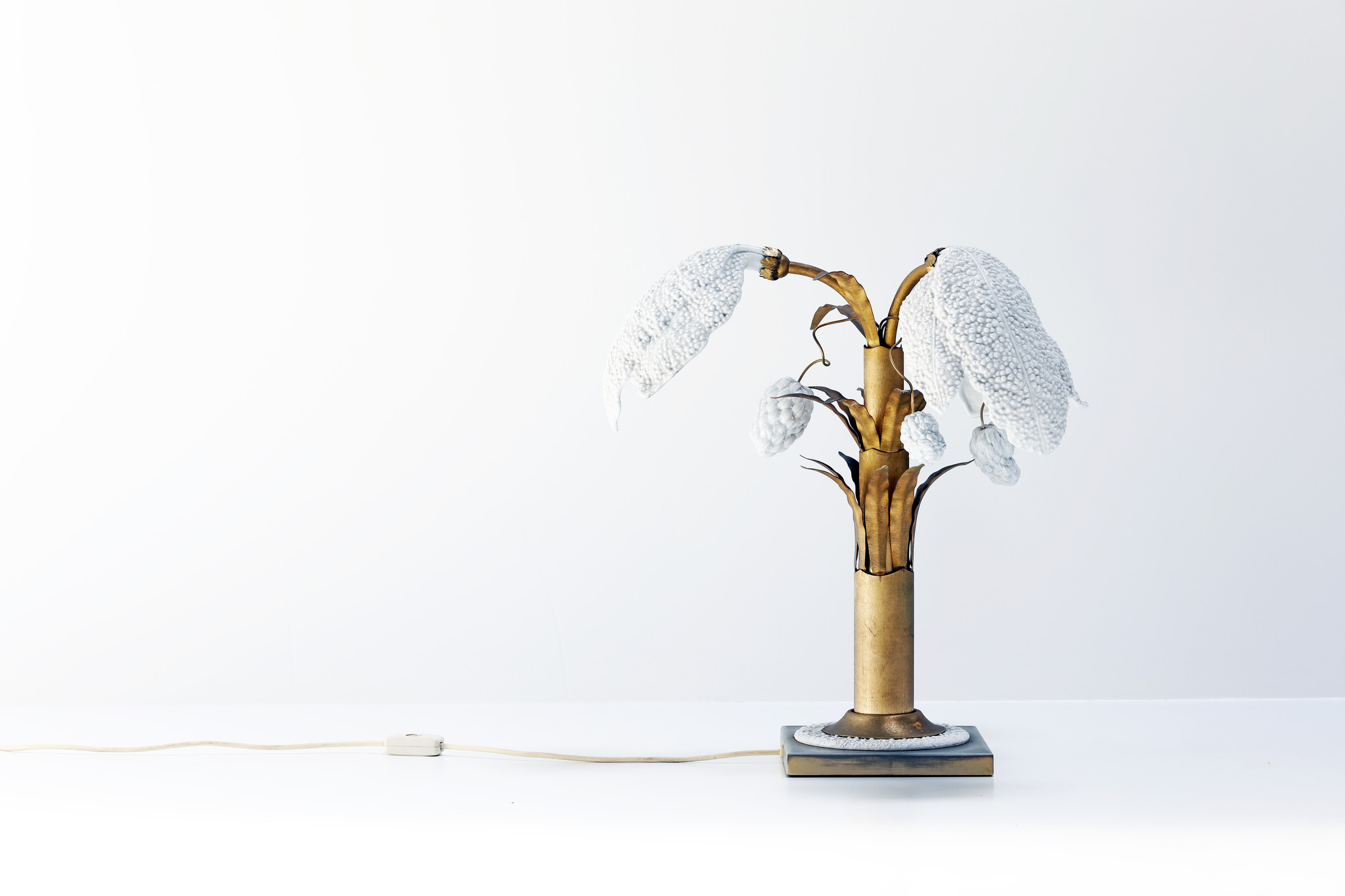 Ceramic table lamp with brass