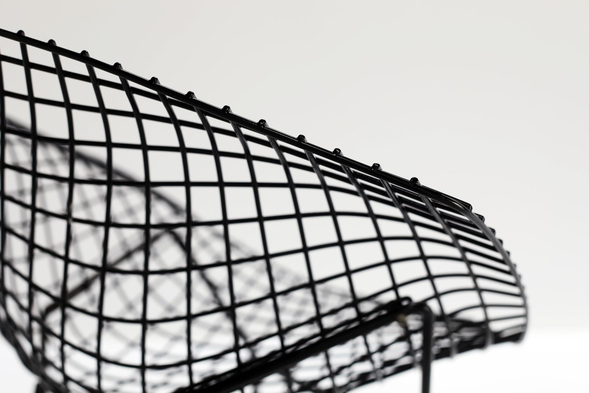 Zwarte Diamond Chair ontworpen Harry Bertoia voor Knoll