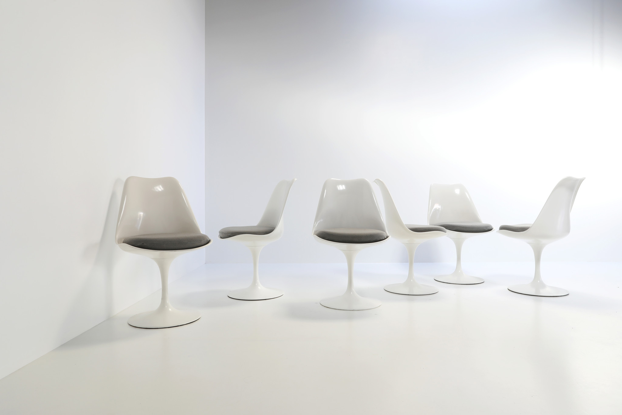 Set van 6 Tulip stoelen door Eero Saarinen voor Knoll international