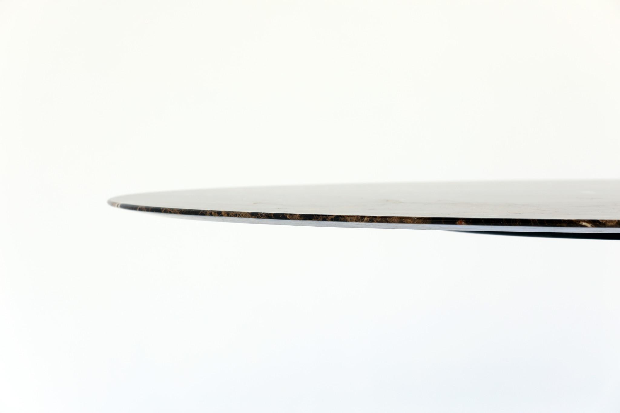Eero Saarinen ovalen Knoll tafel met Emperador  marmer