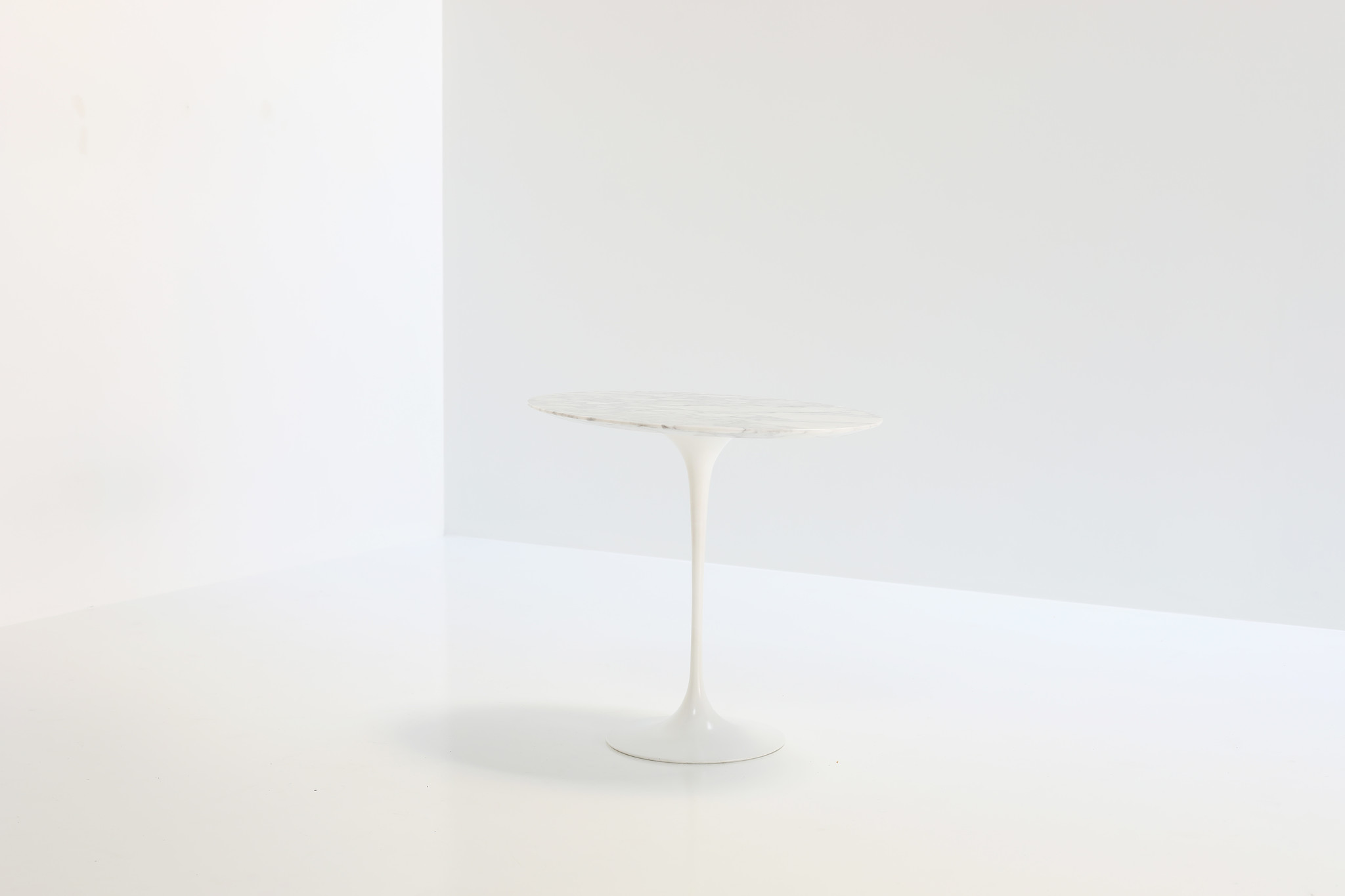 Oval side table Eero Saarinen, 1950's