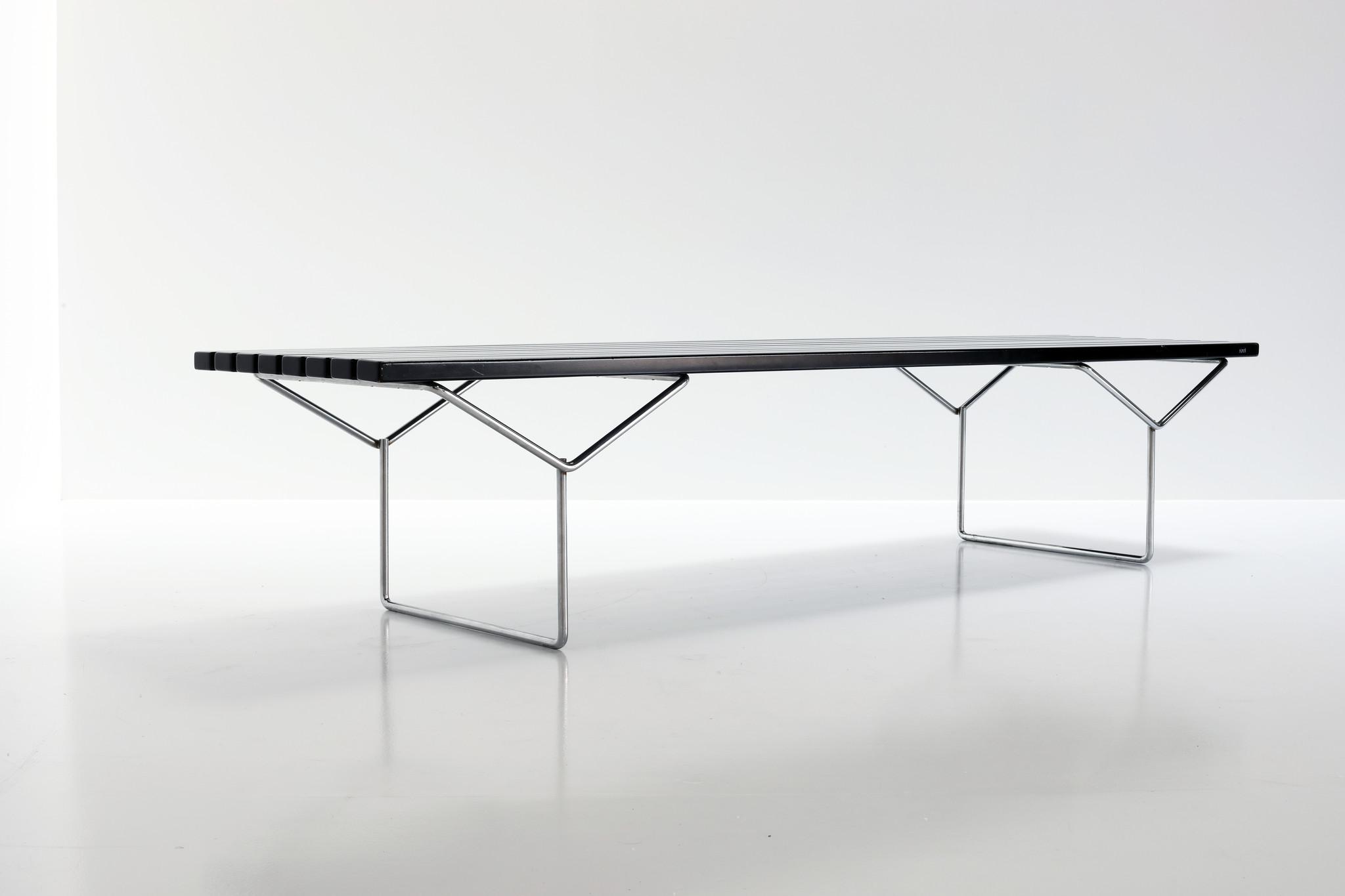 Bertoia bench van Harry Bertoia voor Knoll, 1952