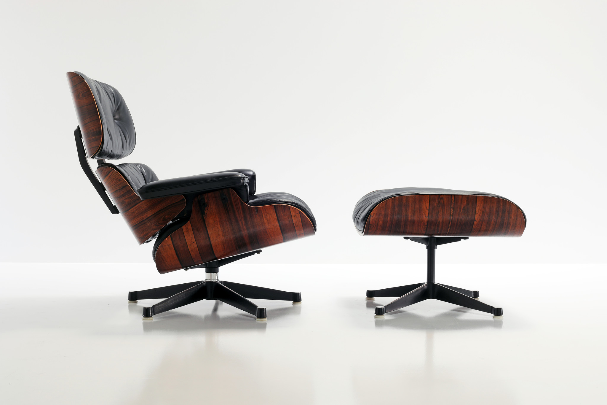 VINTAGE EAMES LOUNGE CHAIR & OTTOMAN Herman Miller, 1970's