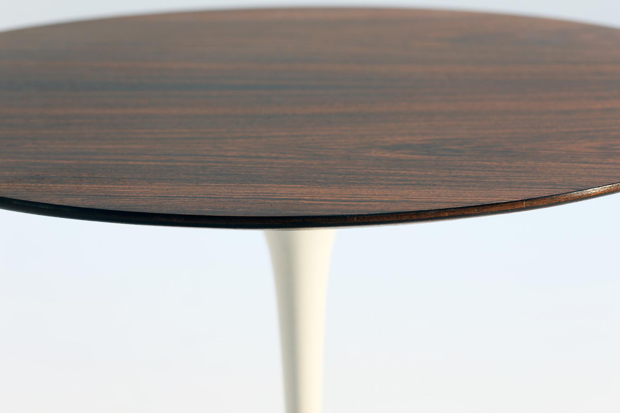 Knoll Tulip side table design Eero Saarinen