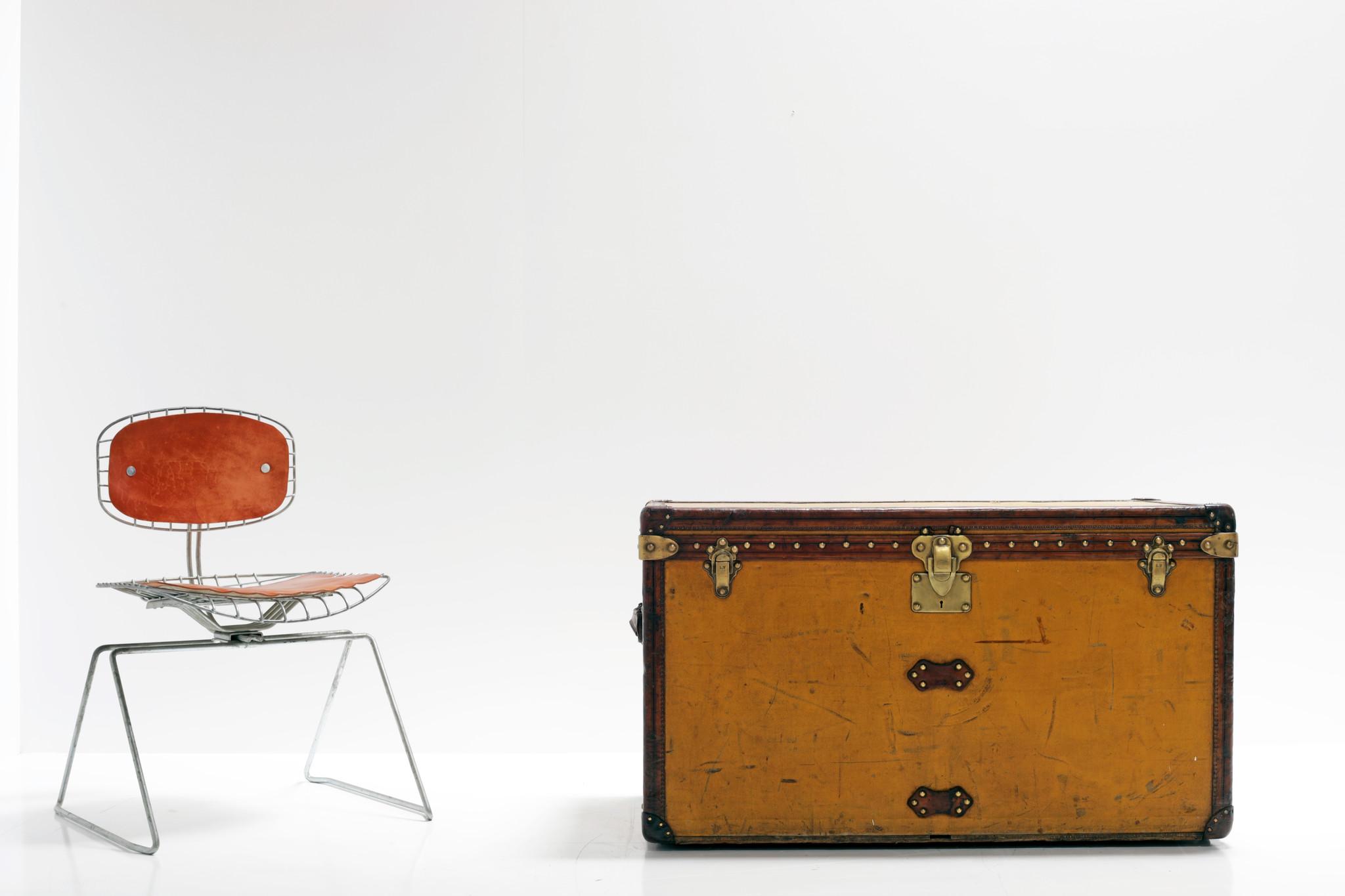 "XL Louis vuitton suitcase ""Vuittonite"" yellow, 1910"