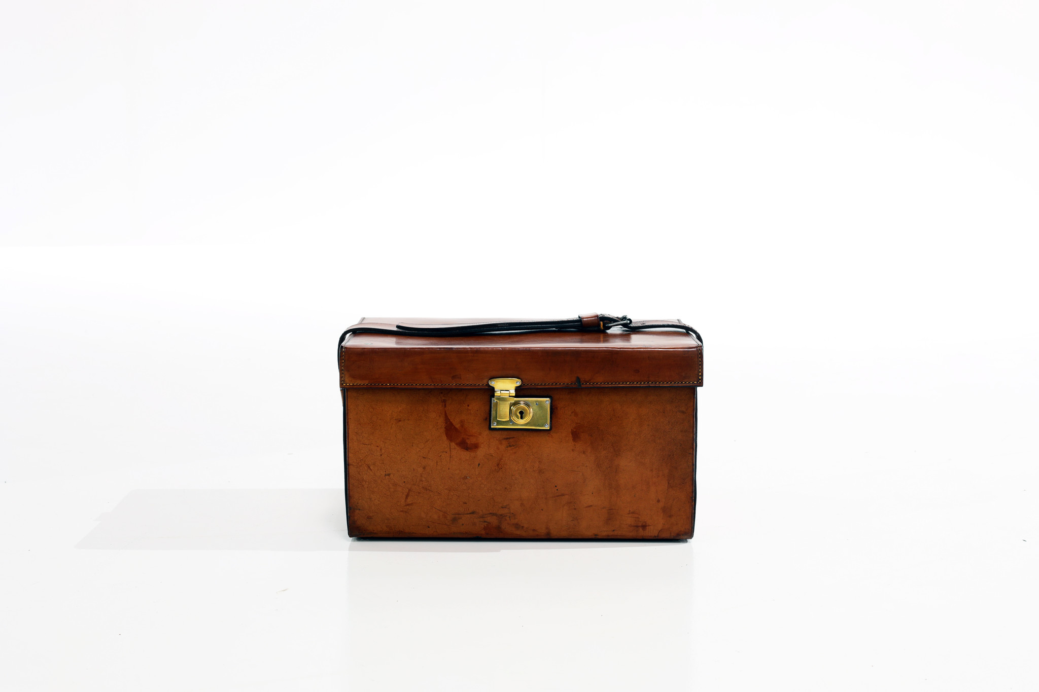 Exclusive Moynat picnic set in leather case circa 1910