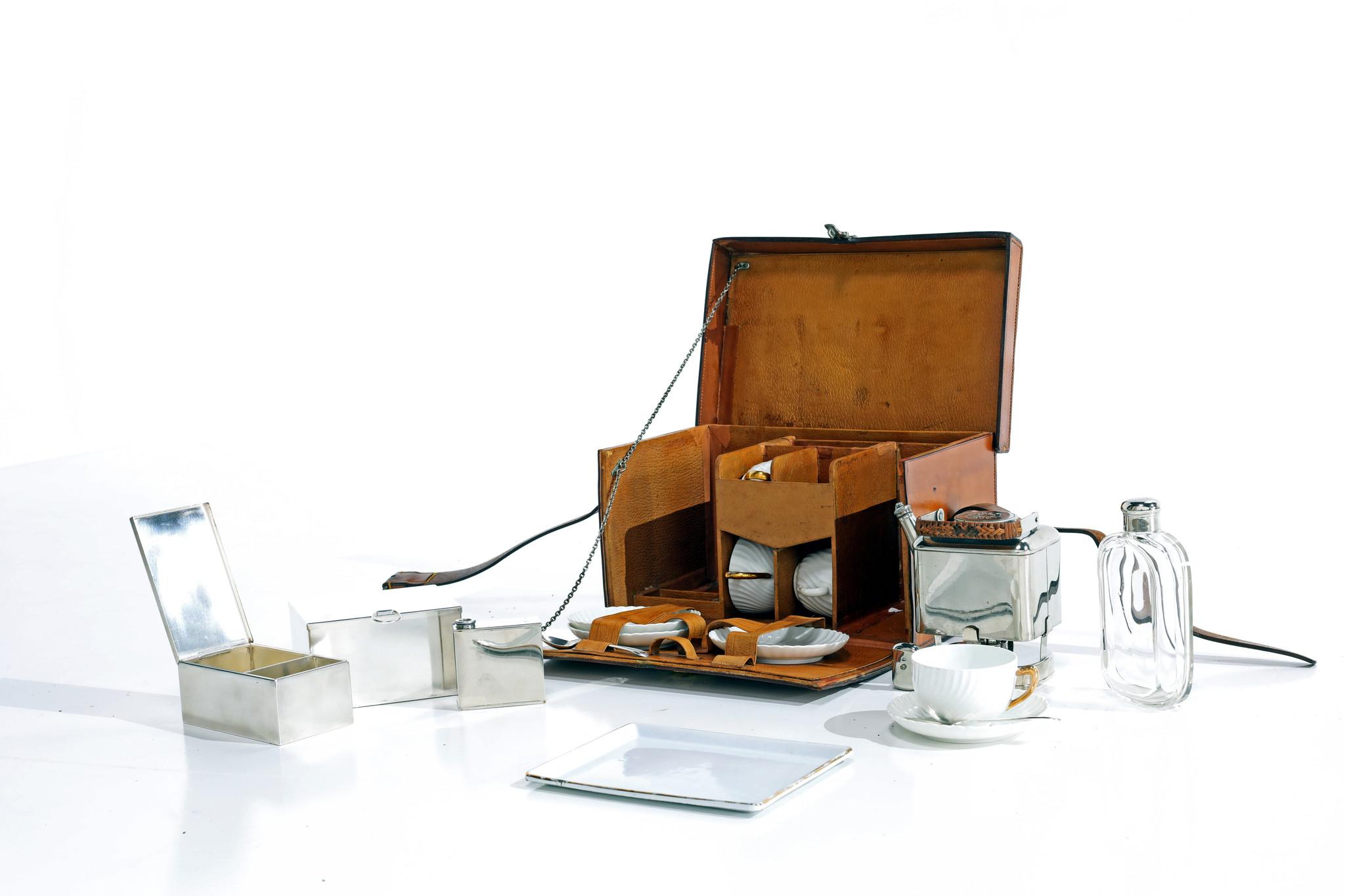 Exclusieve Moynat picknickset in lederen koffer circa 1910