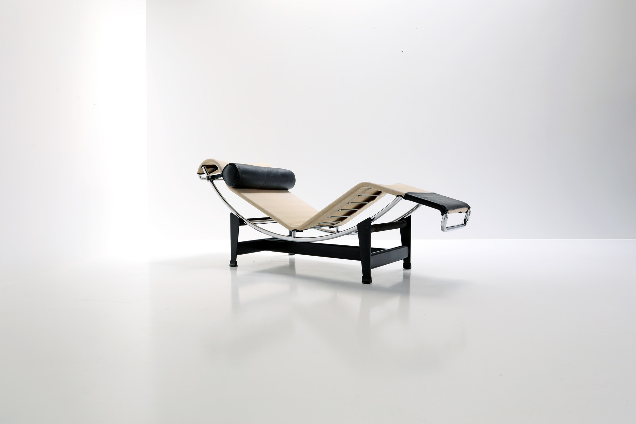 Canvas Chaise Longue designed by Le Corbusier lc4 for Cassina