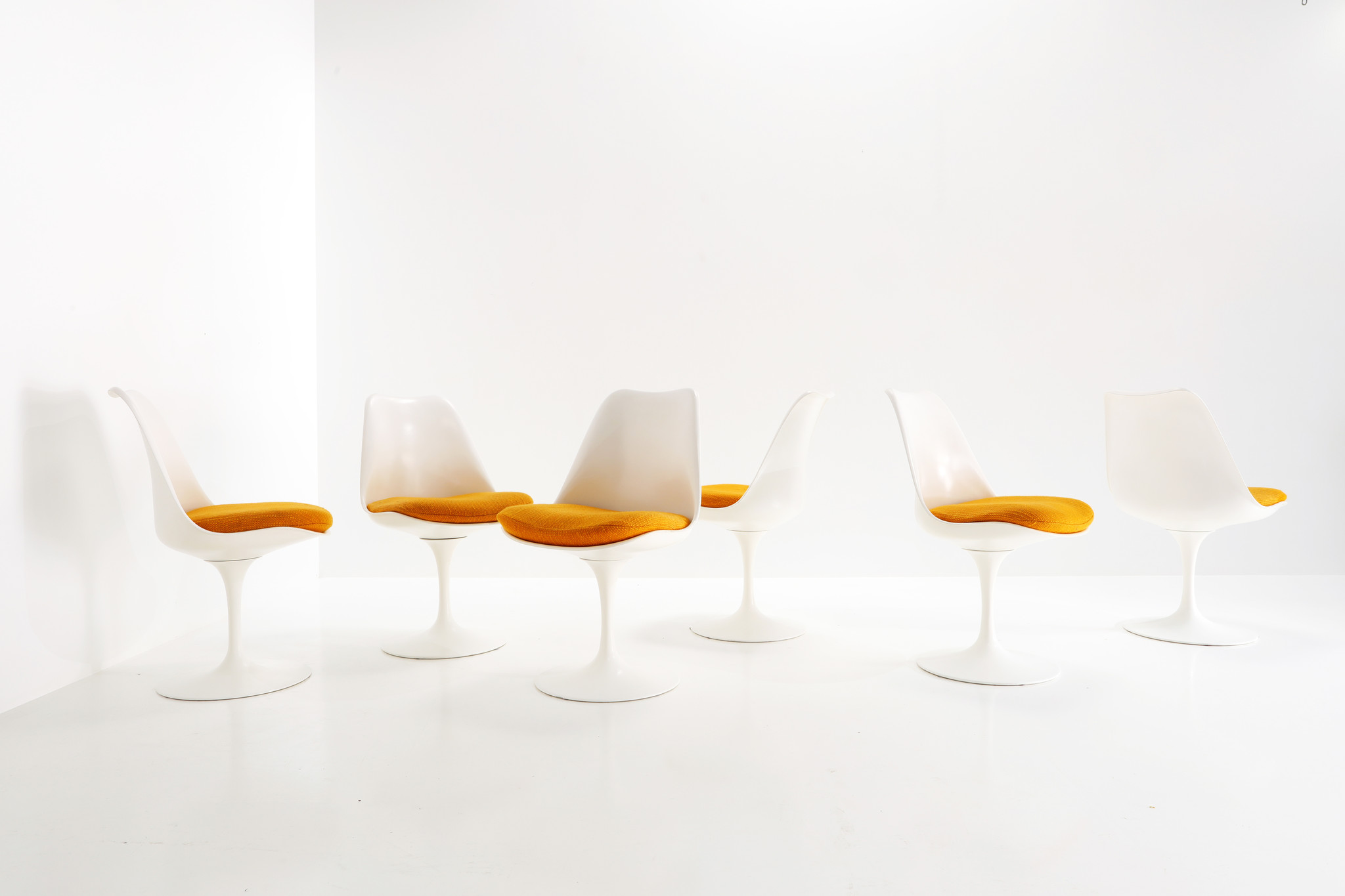 Vintage Knoll Tulip stoelen ontworpen door Eero Saarinen