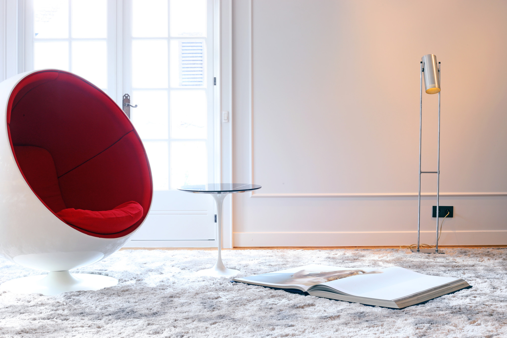 Knoll side table designed by Eero Saarinen, 1950's