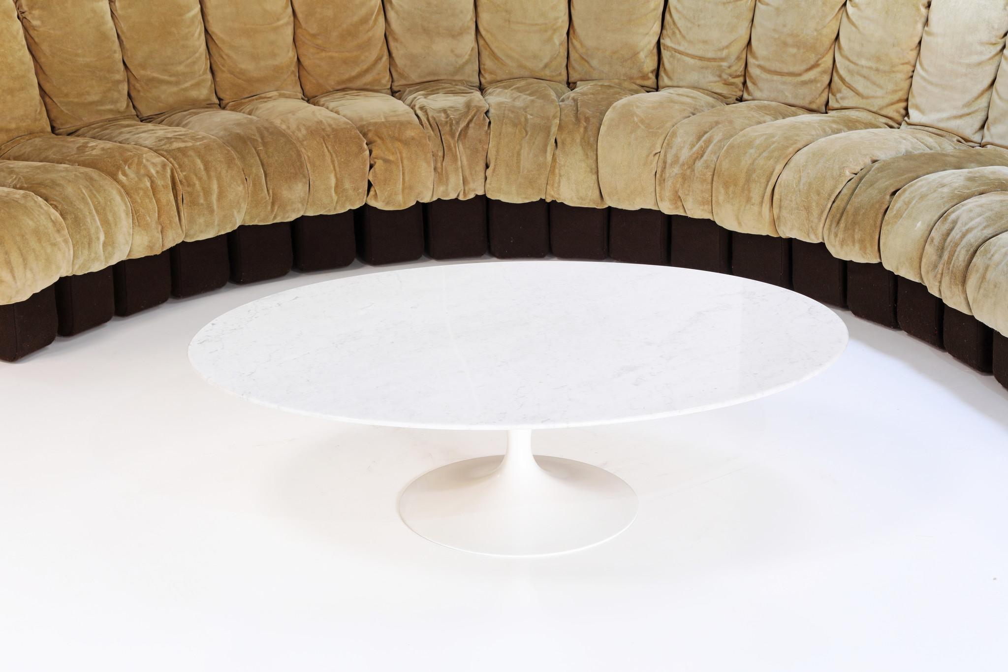 Originele ovalen marmeren salontafel voor Knoll geproduceerd door DeCoene Kortrijk