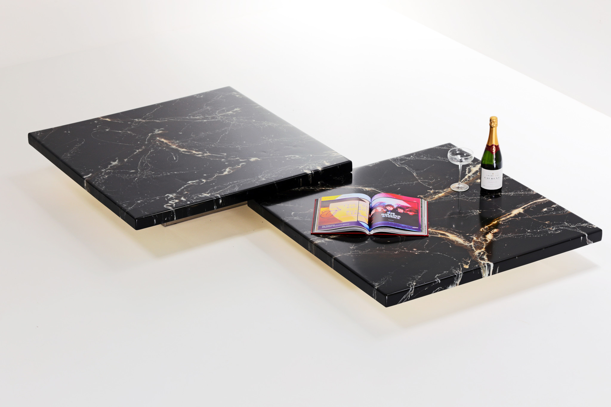 Low Coffee table set in marbled finish