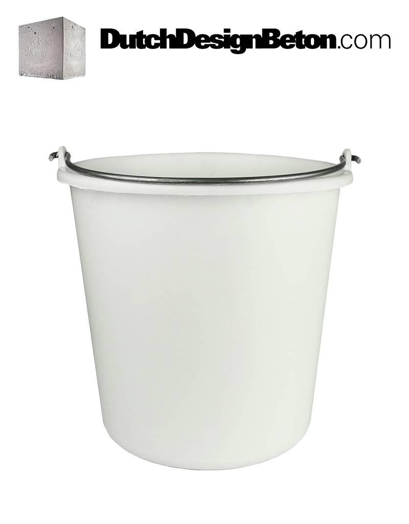 DutchDesignBeton.com Witte emmer. Ideaal voor het schenken cq gieten van het beton in de mal.
