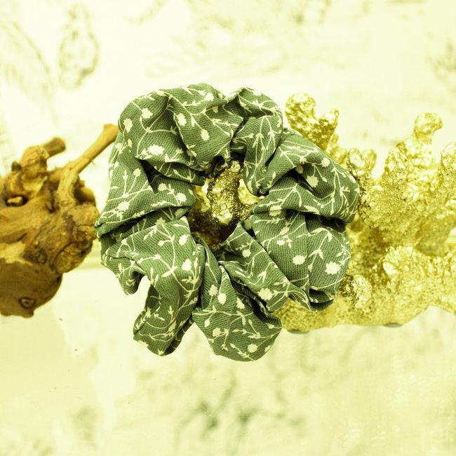 FestyFashion Scrunchie Flower Mosgroen