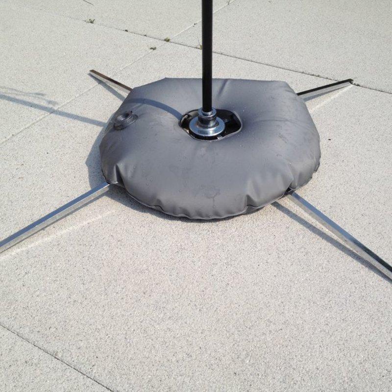 Luksus krydsfod med vandpose grå