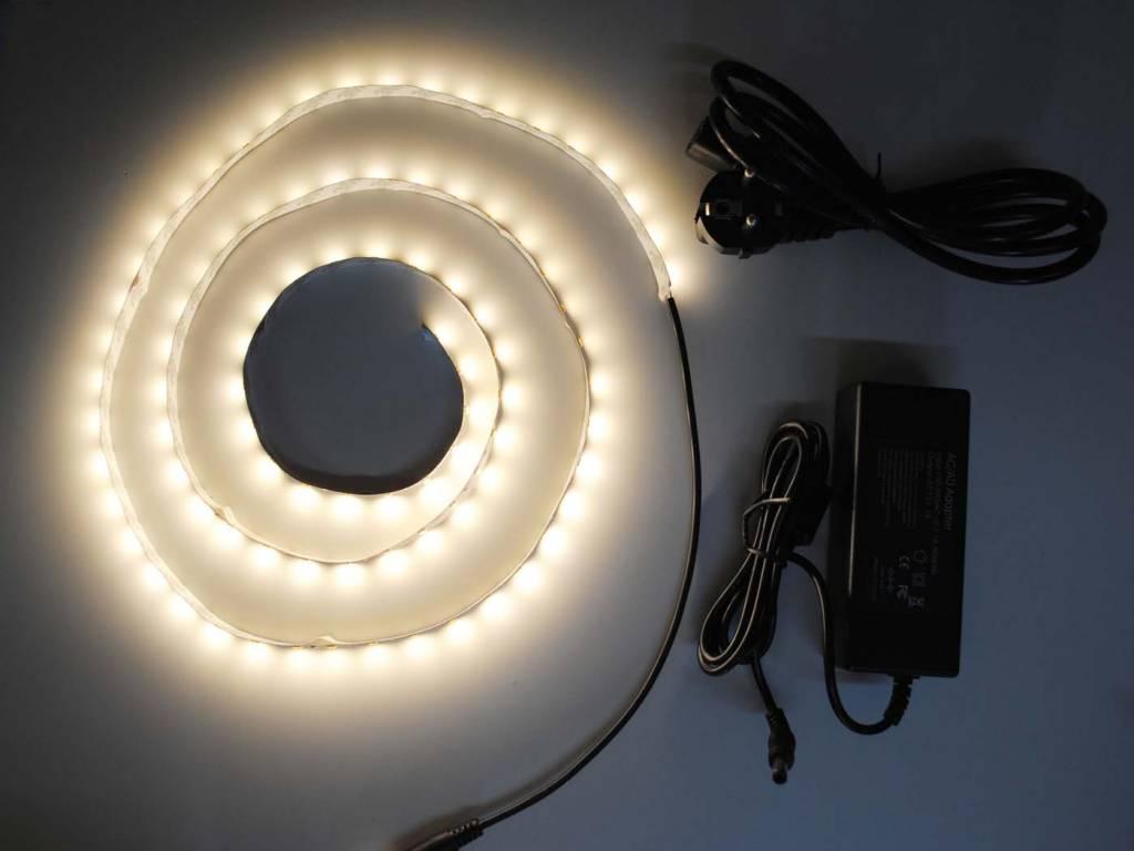 Bianco Caldo 5630 60 LED / m completo