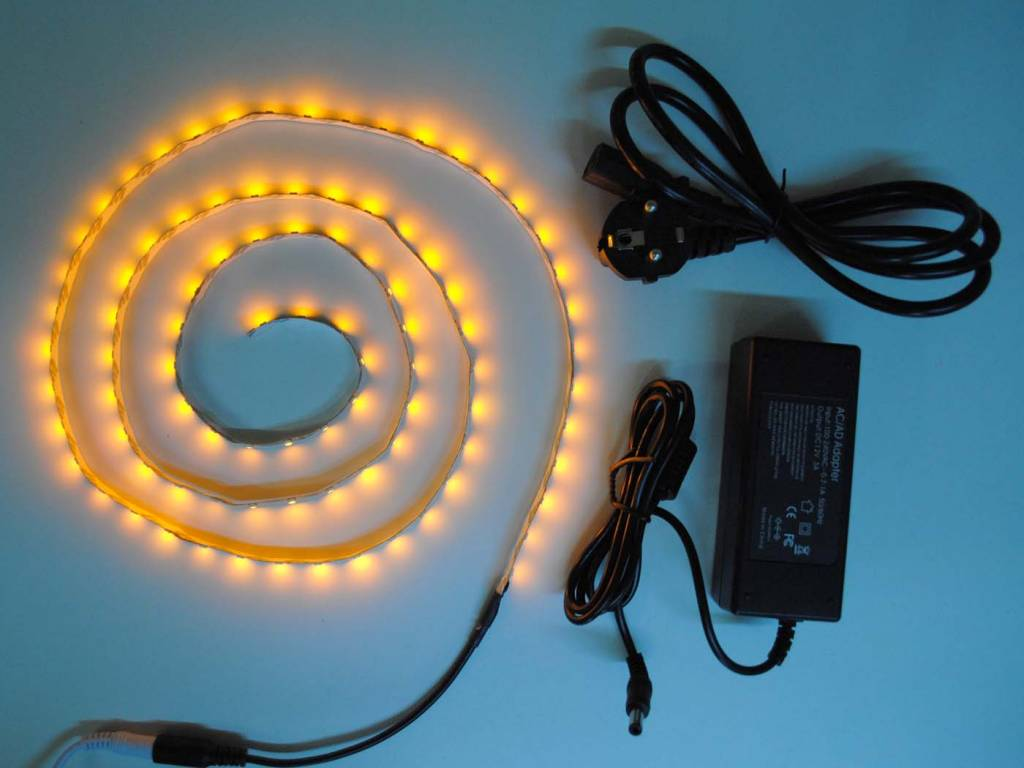 Giallo / ambra 60 LED / m completo
