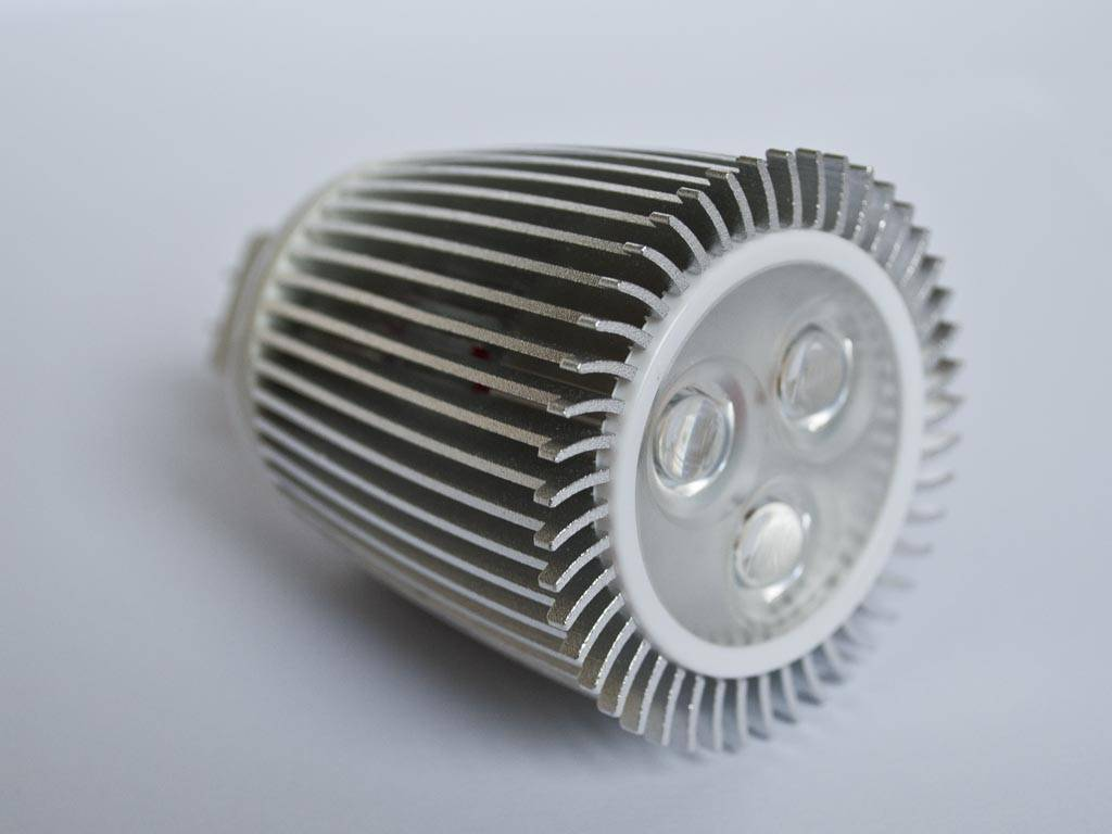 GU5.3 COB LED Spot LM90 9 Vatios 12 Volt Regulable