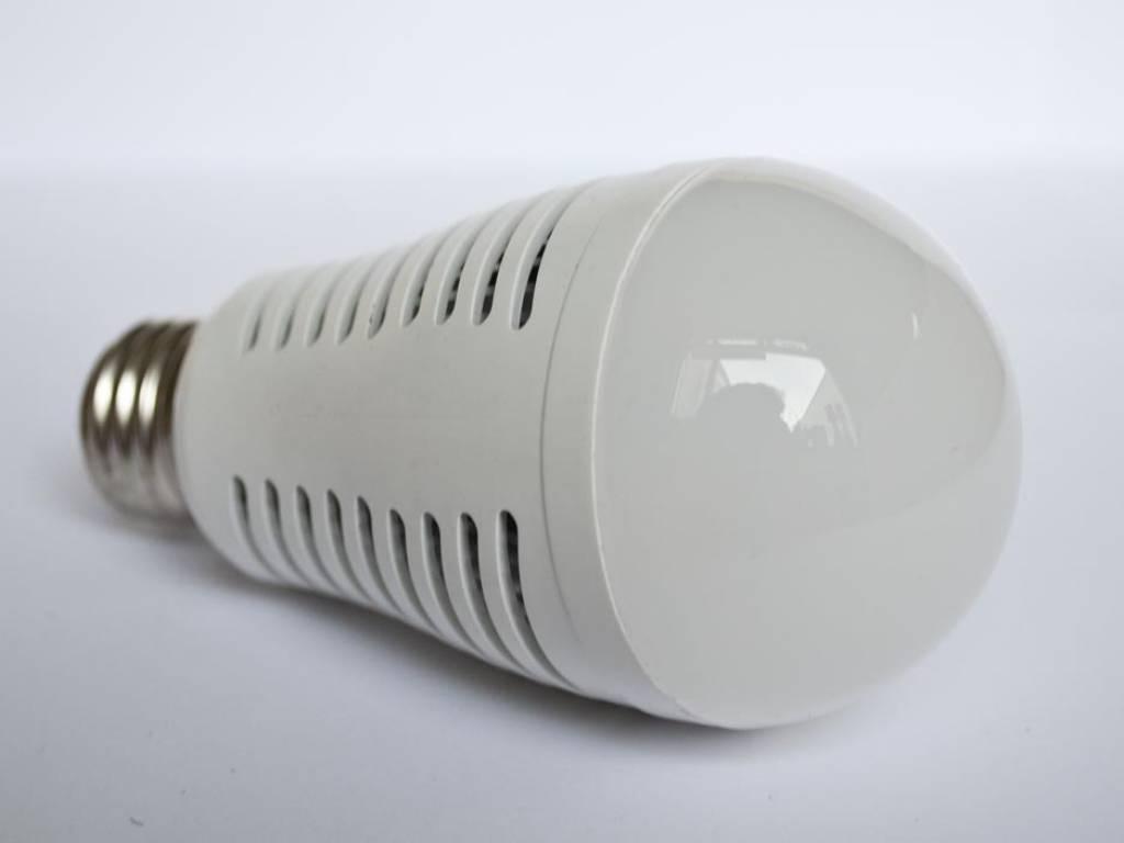E27 LED Gloeilamp LMB2 7 Watt 110-230 Volt
