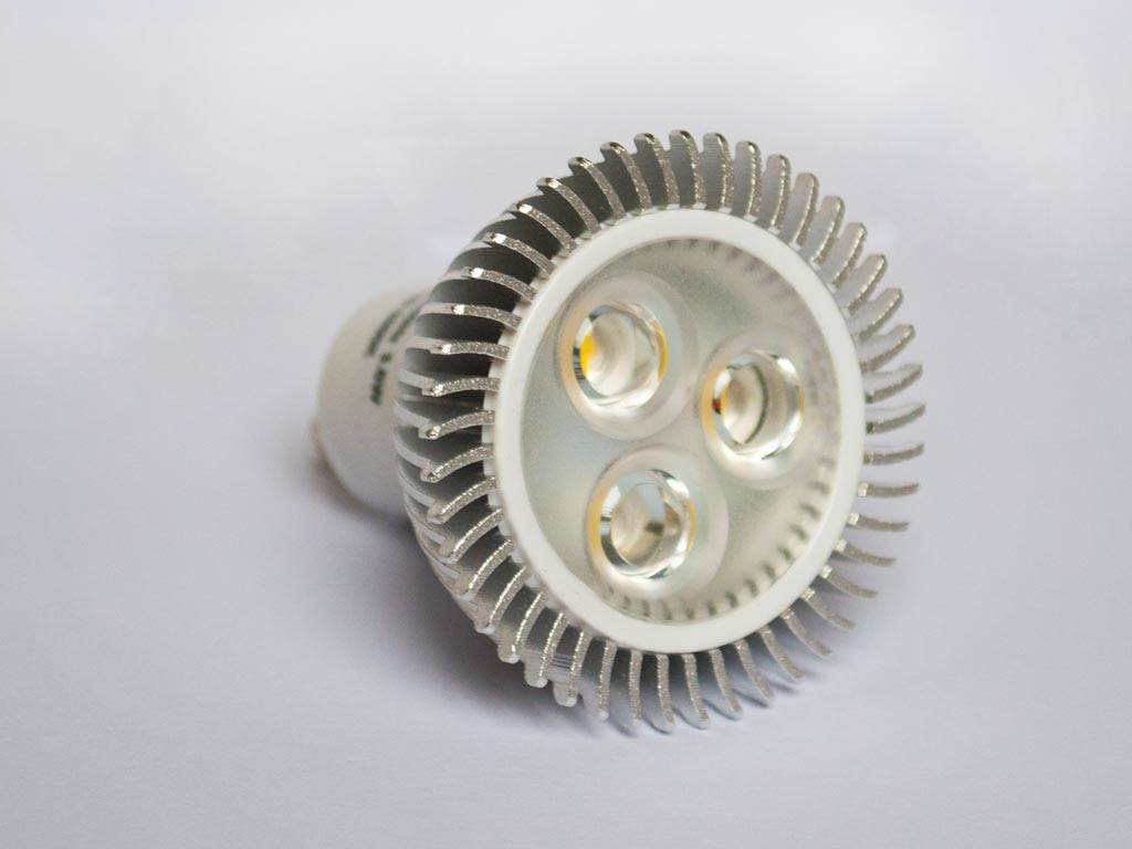 GU5.3 COB LED Spot LM35N 3.5 Vatios 12 Volt Regulable