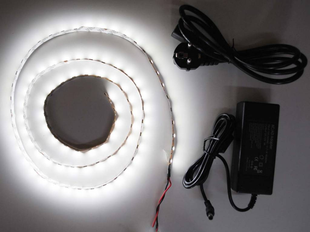 Bianco 5050 60 LED / m completo