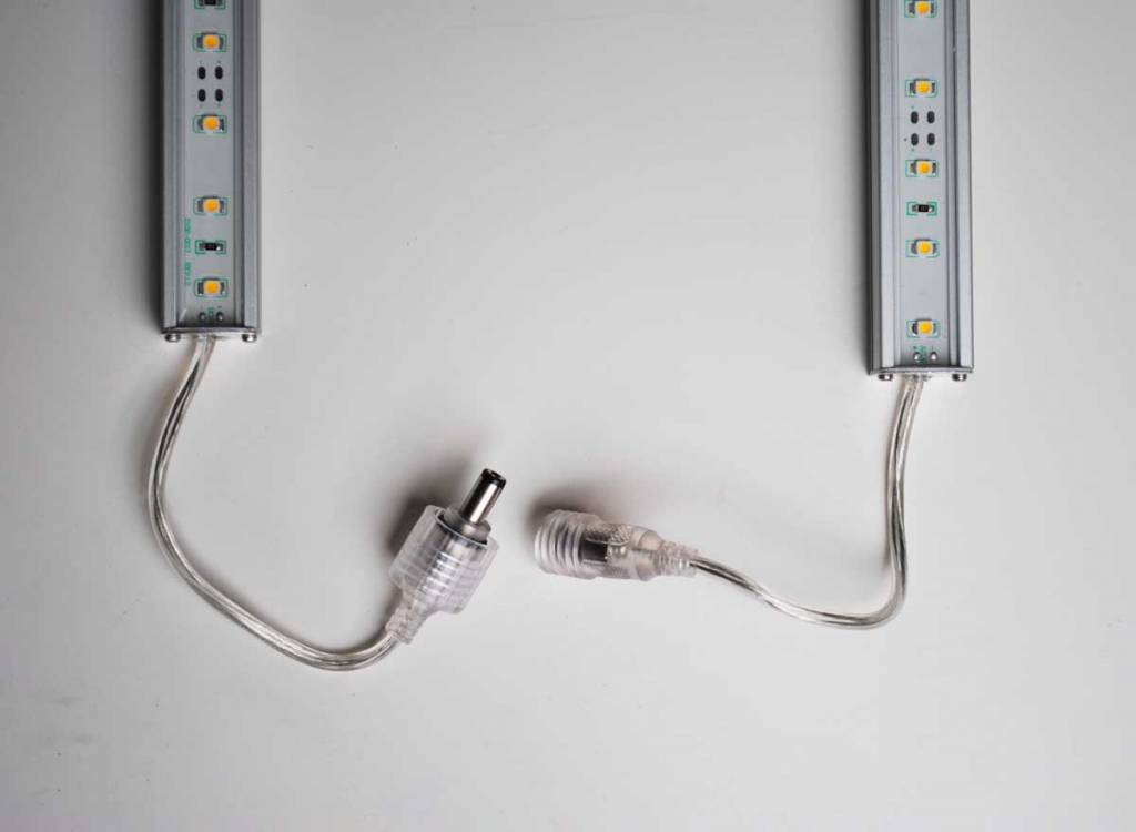 Striscia LED Rigida Impermeabile - Blanco Caldo 5050 SMD 7.2W
