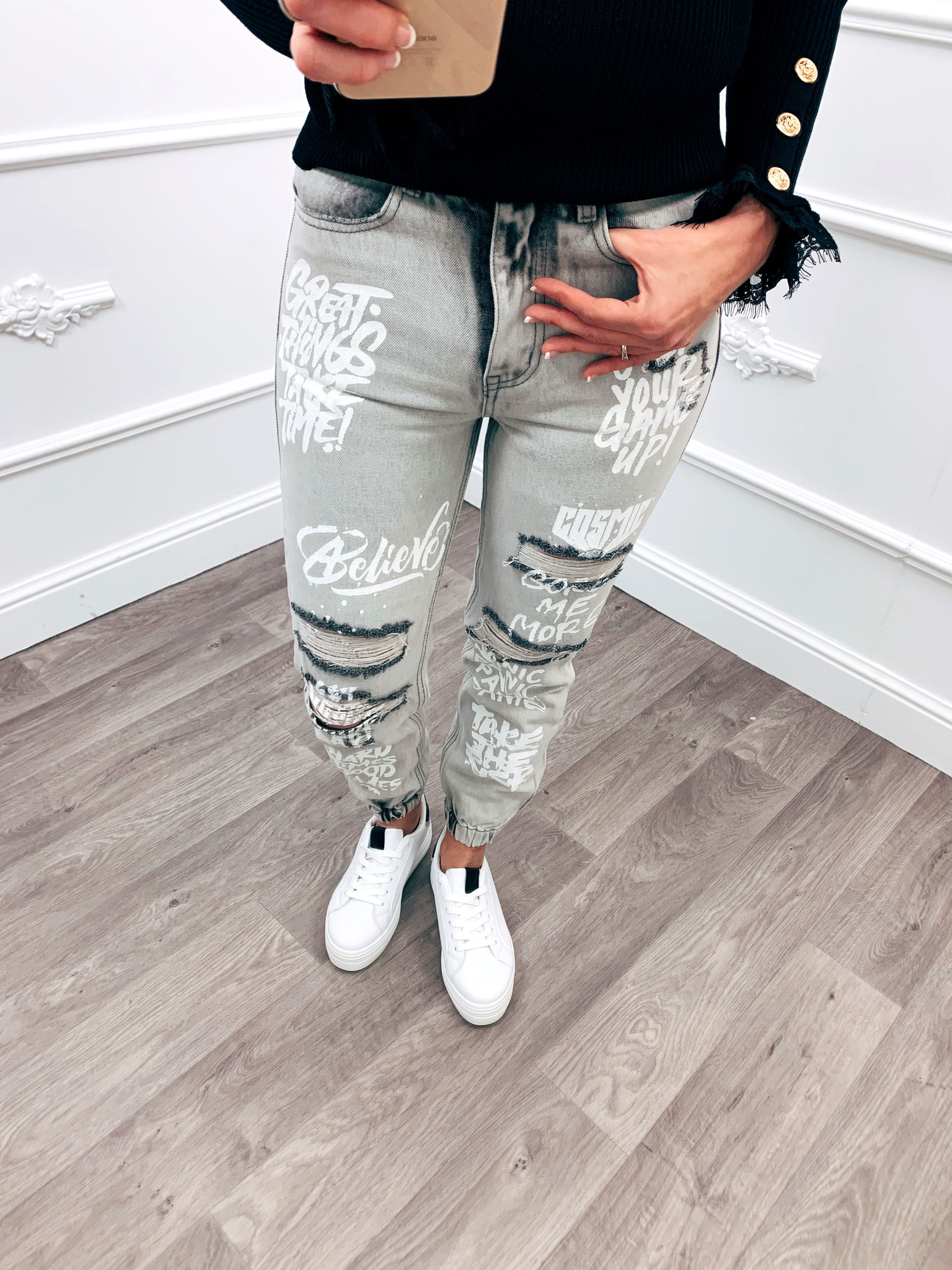 What?! deze jeans is echt mega comfy en super trendy!de broek kan je hoog dragen of een beetje baggy ;)onder ...