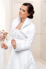 Warme Brautjacke aus Satin und Fell