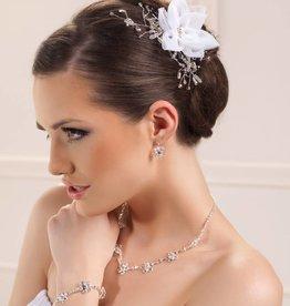 Zarter Haarschmuck für die Braut
