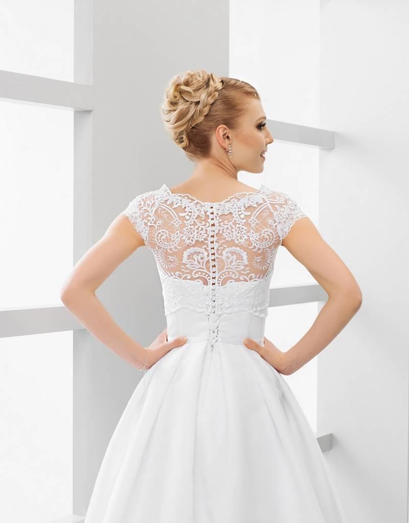 Wunderschöner Spitzenbolero zum Brautkleid