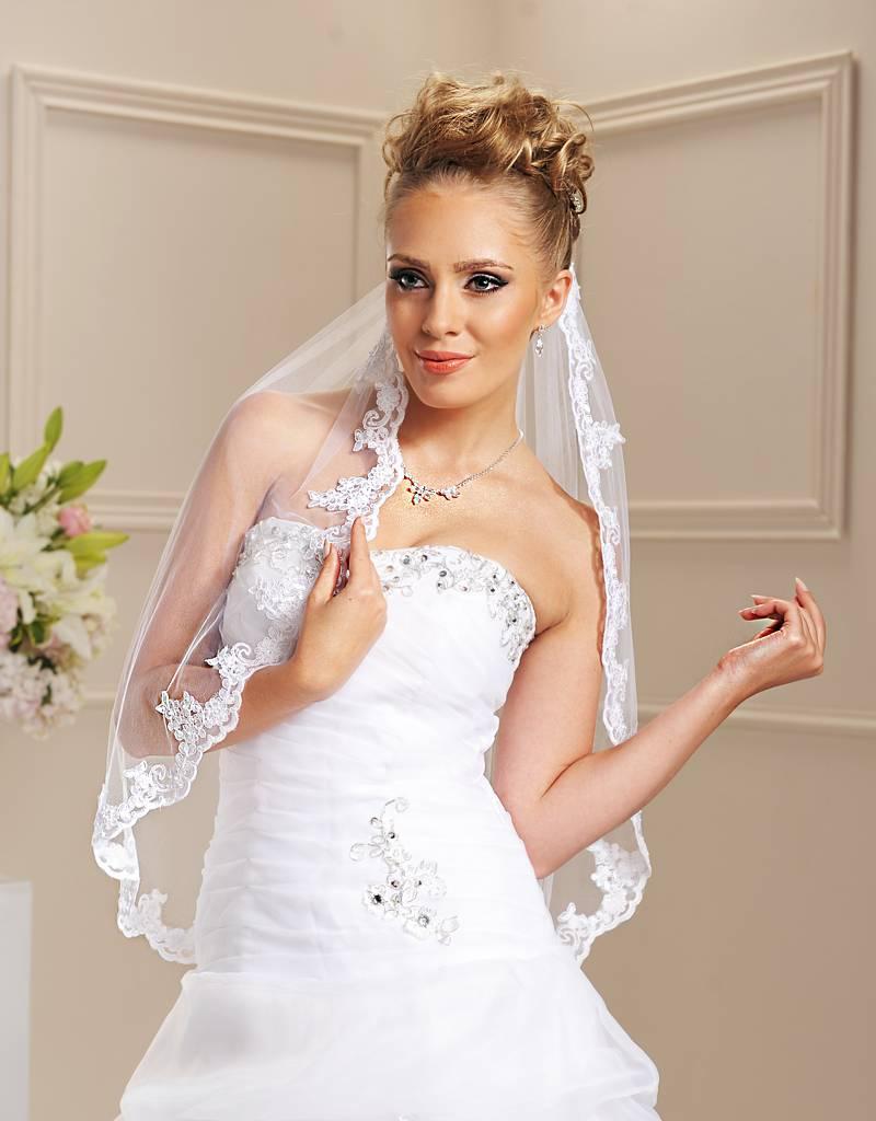 Brautschleier mit Spitzenrand